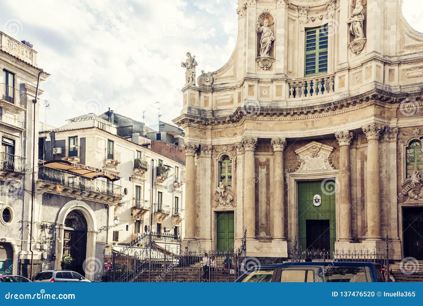Όμορφη εικονική παράσταση πόλης της Ιταλίας, πρόσοψη του παλαιού καθεδρικού ναού Κατάνια, Σικελία, Ιταλία, della Collegiata βασιλ
