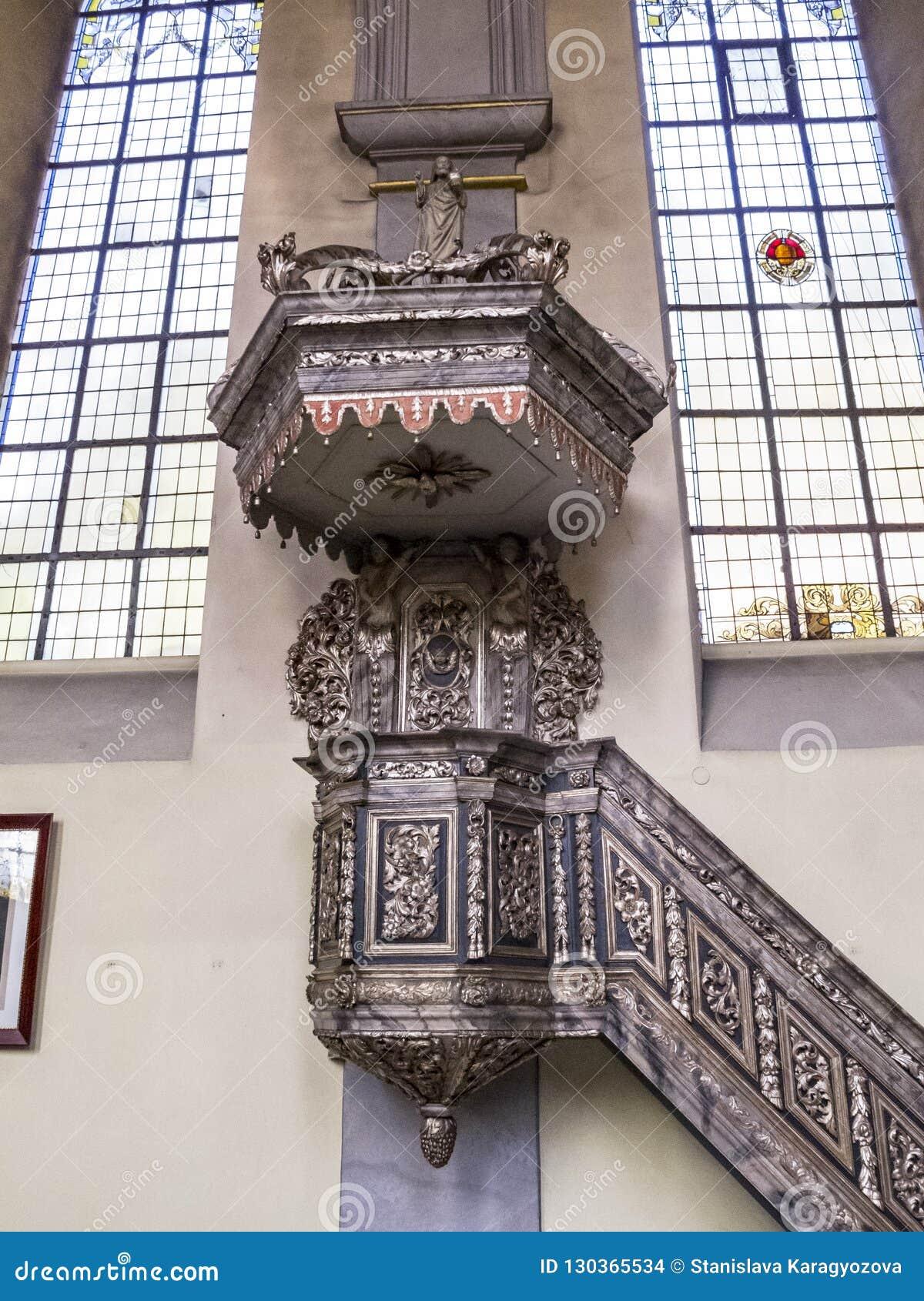 Όμορφη εσωτερική άποψη της εκκλησίας του ST Clemens σε Heimbach, Γερμανία North Rhine-Westphalia, μπαρόκ pulpit από το 18ο centur