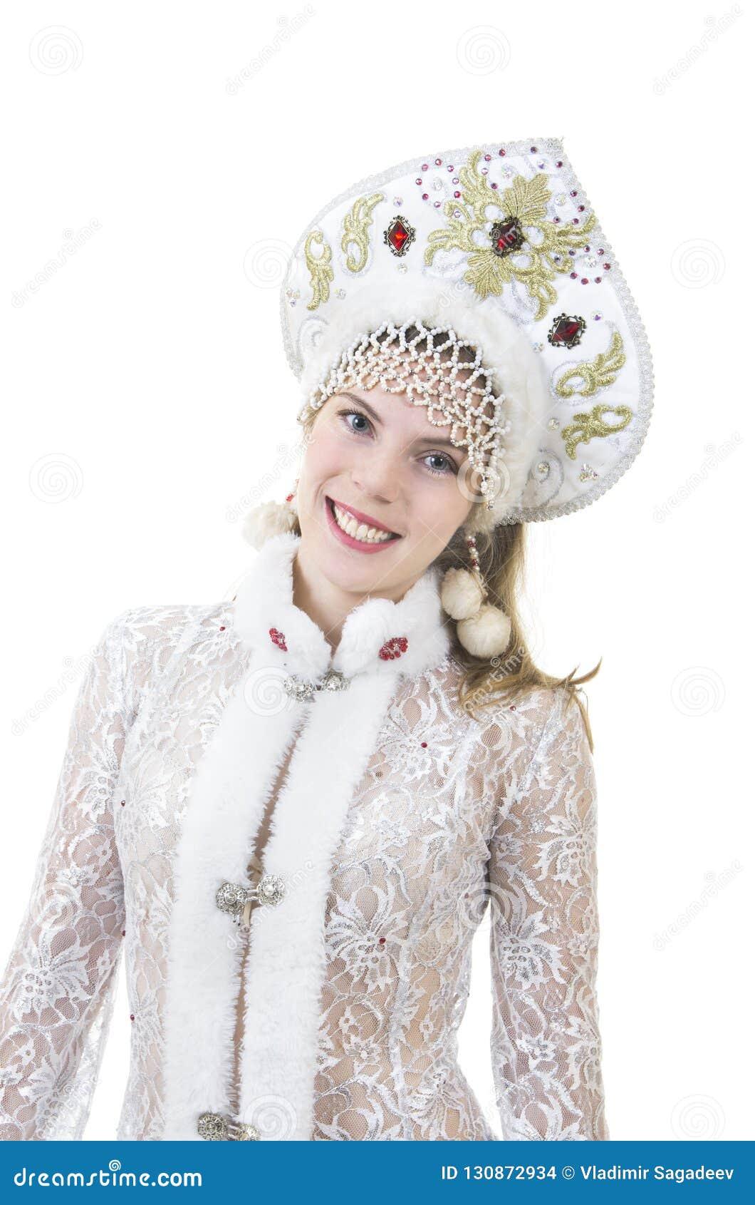Όμορφη, ευτυχής γυναίκα με μακρυμάλλη, ντυμένος ως χαμόγελο Άγιου Βασίλη Χριστούγεννα - νέο έτος καρναβάλι