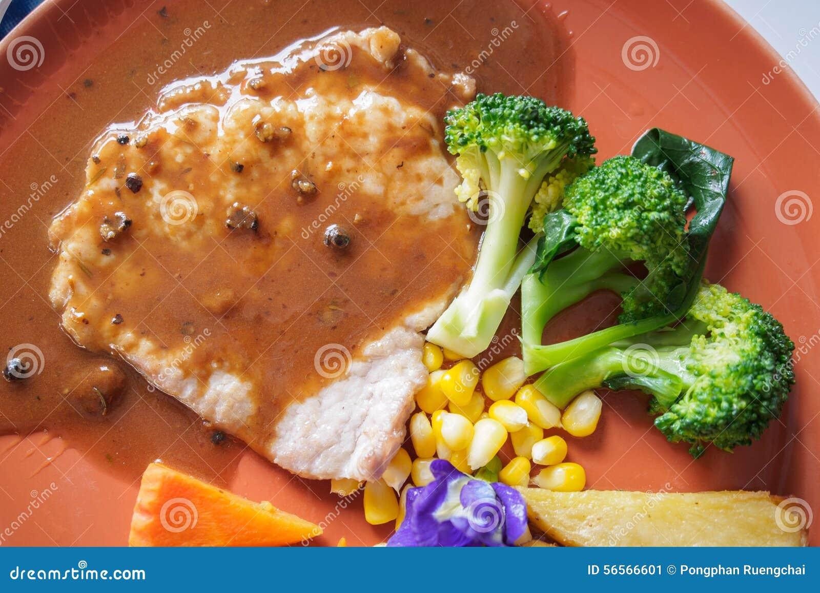 Download όμορφη εύγευστη μπριζόλα χοιρινού κρέατος Στοκ Εικόνα - εικόνα από καλαμπόκι, φυτικός: 56566601