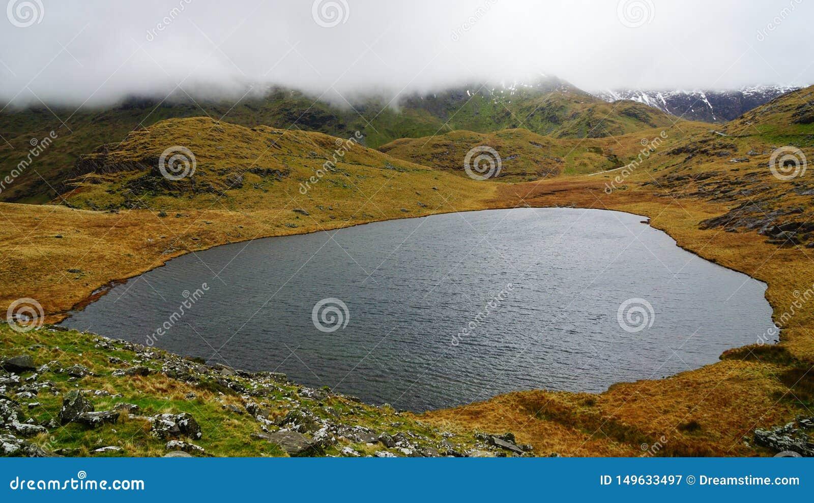 Όμορφη λίμνη στο εθνικό πάρκο Snowdonia, Ουαλία, Ηνωμένο Βασίλειο
