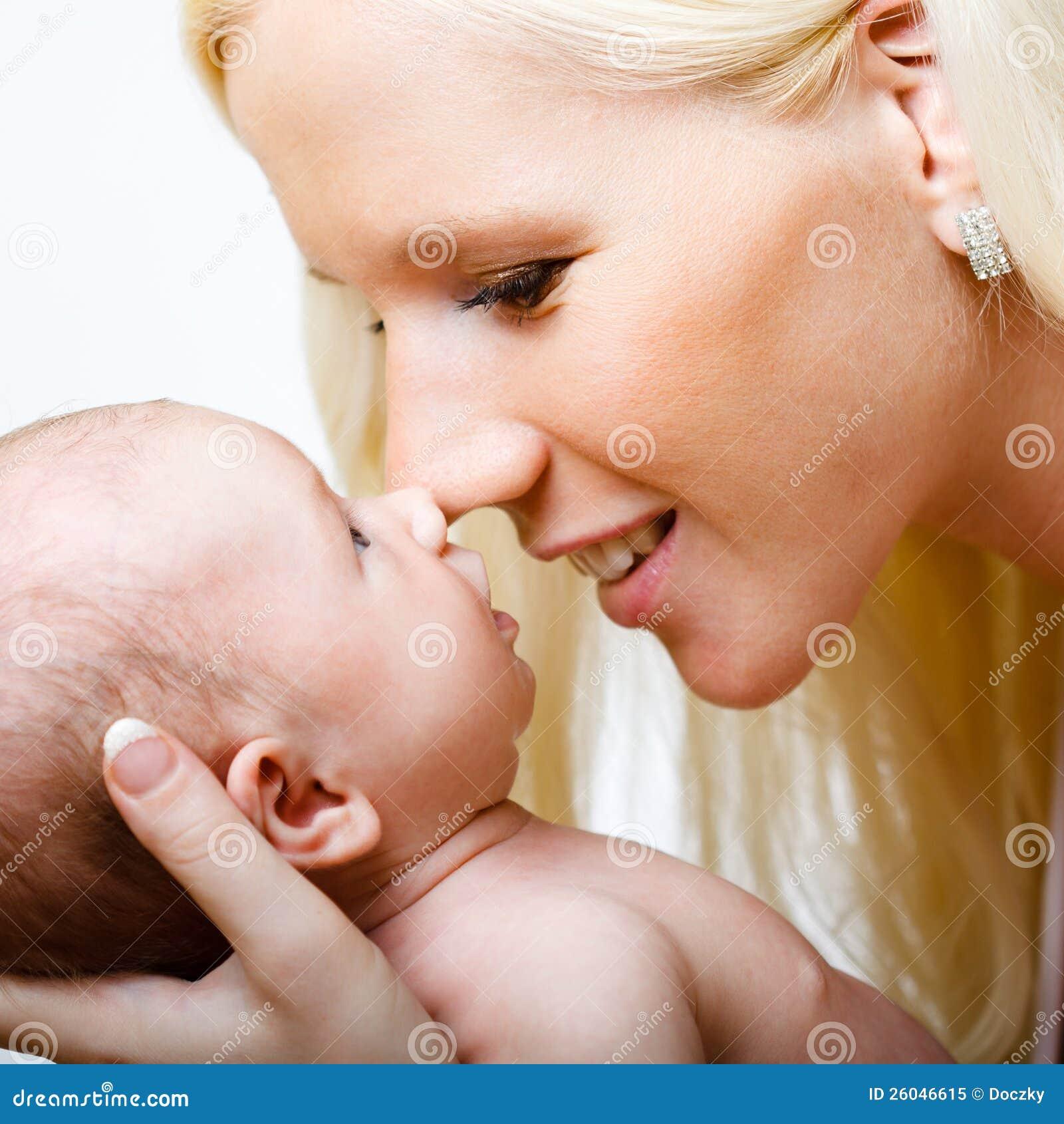 Όμορφη μητέρα με την κόρη της.