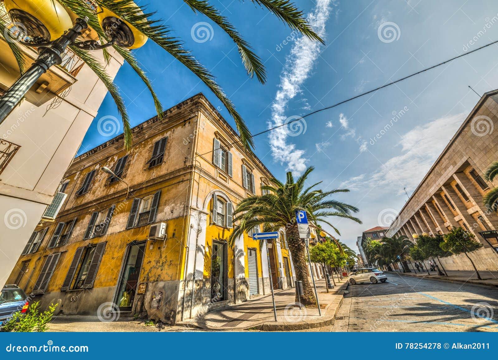 Όμορφη οδός στο sassari