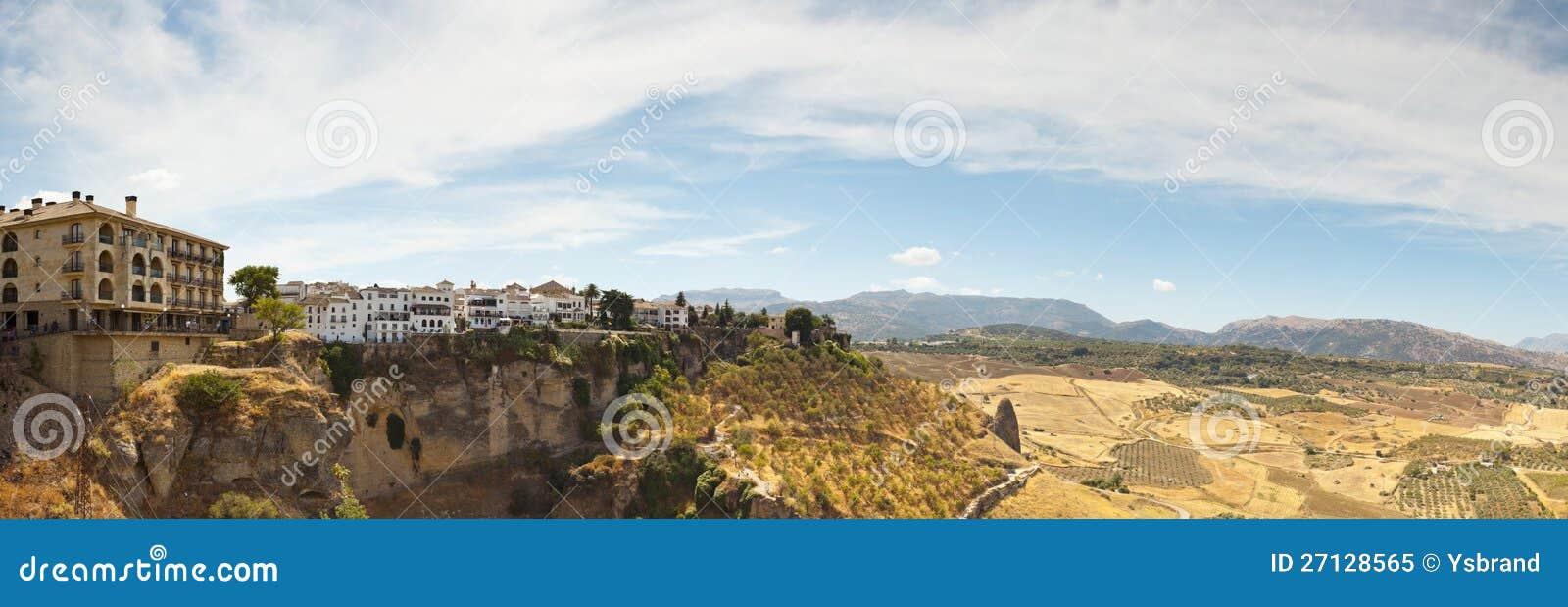 Όμορφη πανοραμική φωτογραφία της πόλης Ronda.