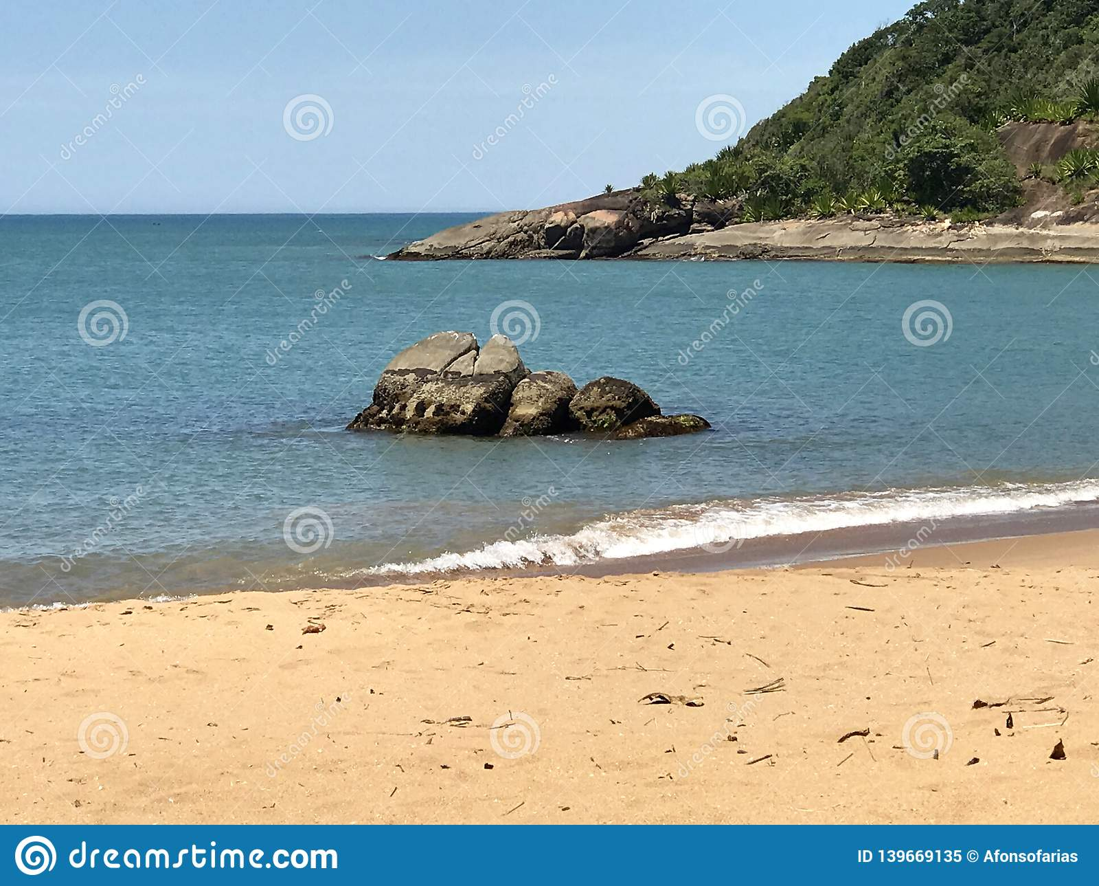 Όμορφη παραλία στο βραζιλιάνο νοτιοδυτικό σημείο