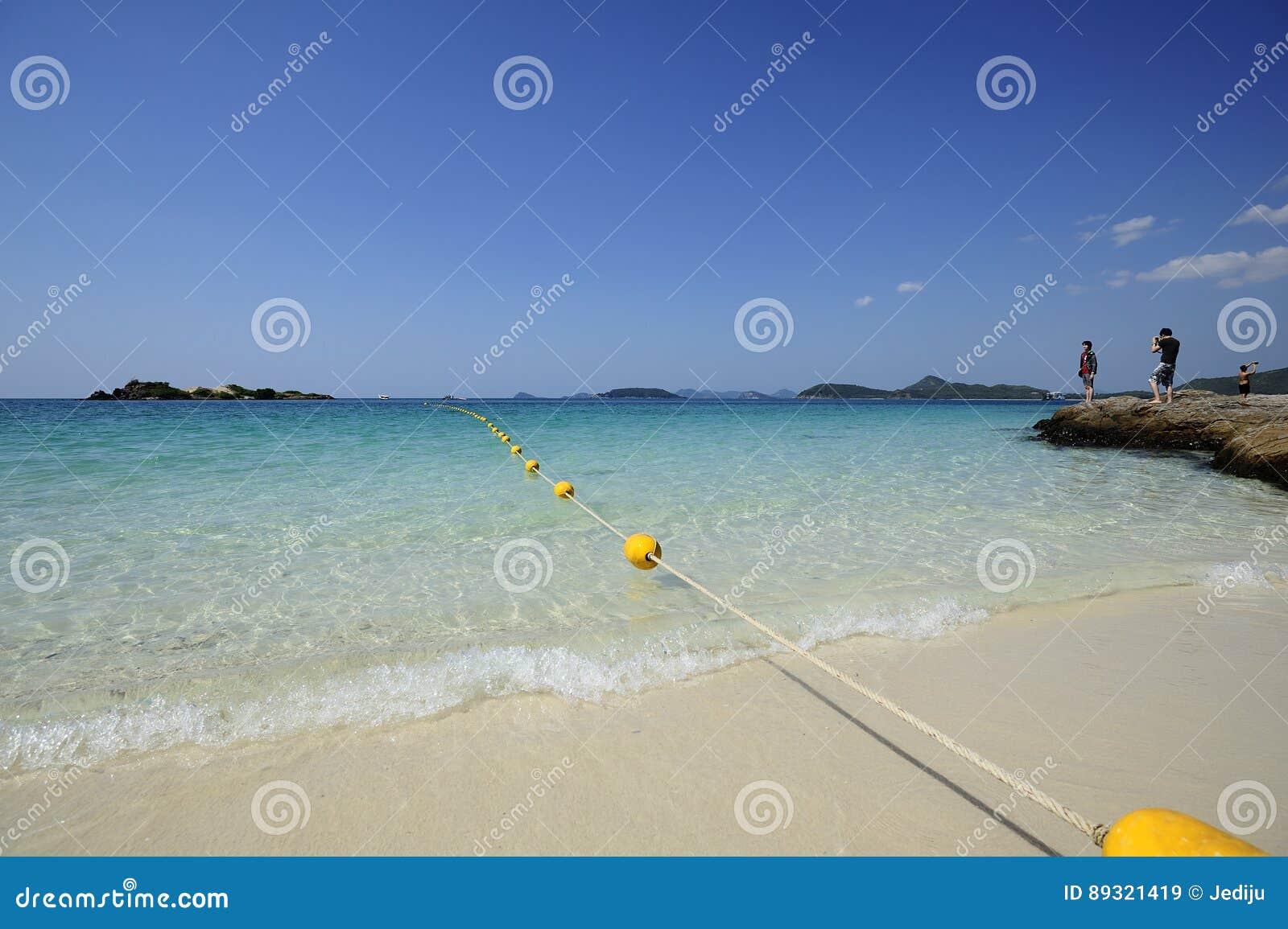 Όμορφη παραλία με το σαφή ουρανό σε Sattahip, Ταϊλάνδη