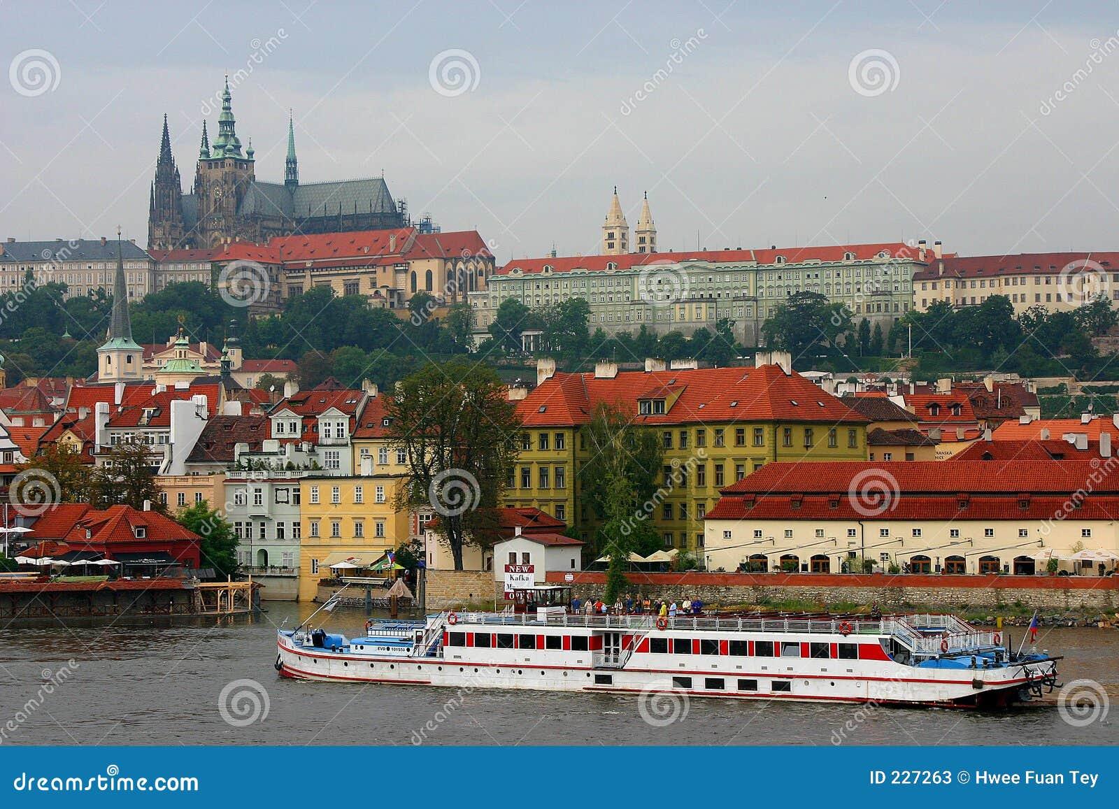 όμορφη Πράγα