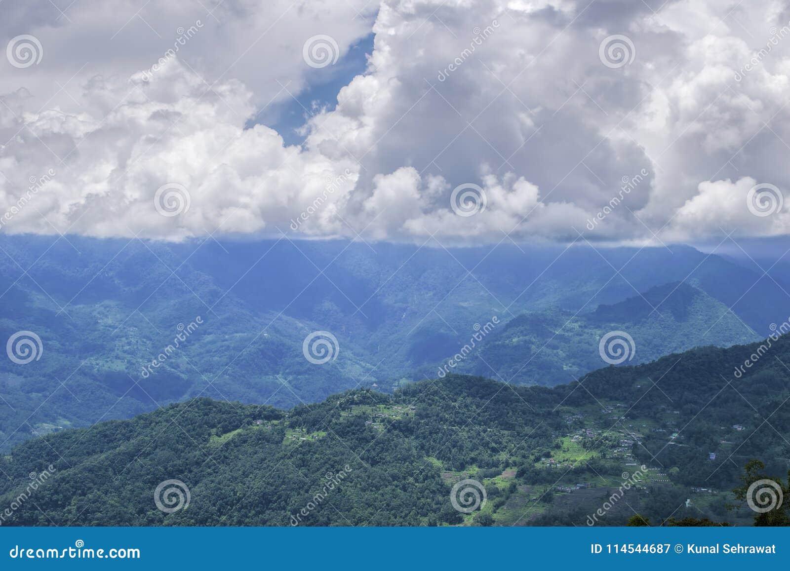 Όμορφη σειρά βουνών Gangtok, Sikkim