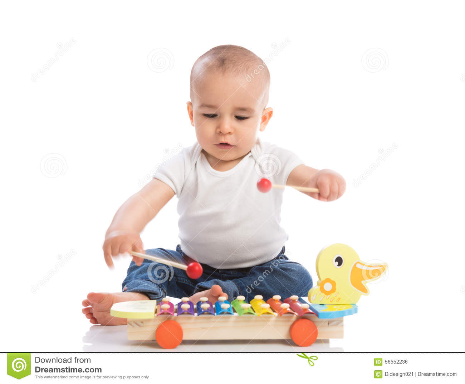Download Όμορφη συνεδρίαση μωρών και παιχνίδι με το Metallophone Στοκ Εικόνες - εικόνα από φίλων, ανάπτυξη: 56552236
