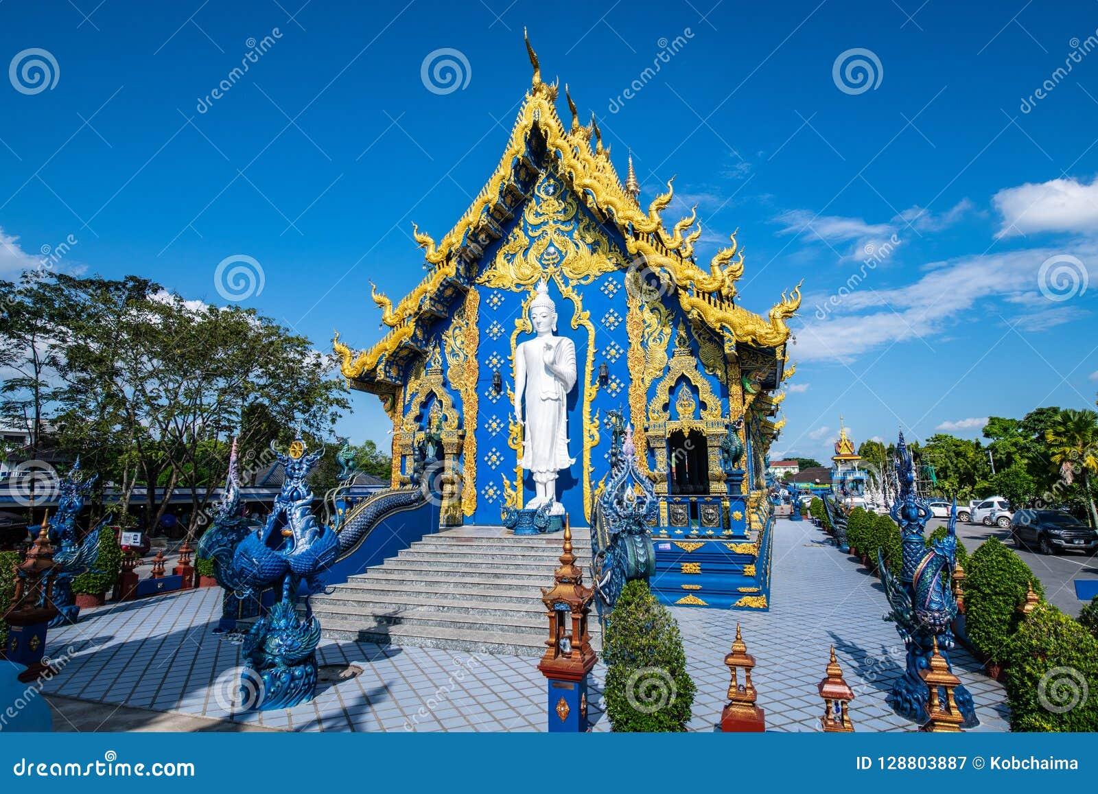Όμορφη ταϊλανδική εκκλησία ύφους σε Rong Sua οι Δέκα ναός