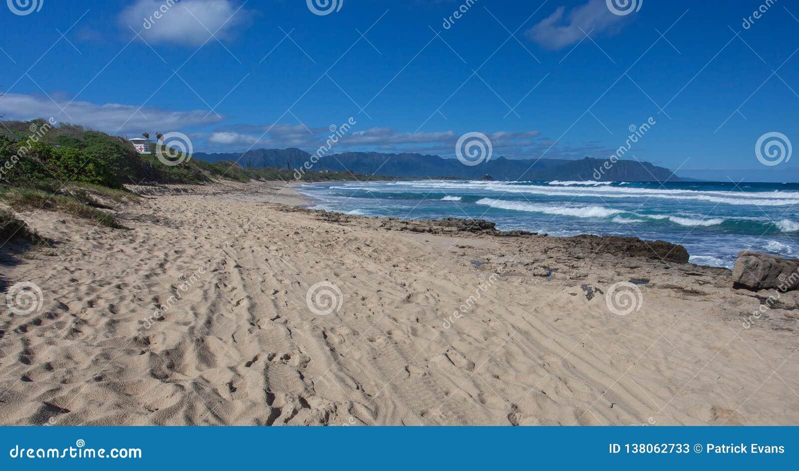 Όμορφη τροπική της Χαβάης παραλία Kaneohe, Oahu