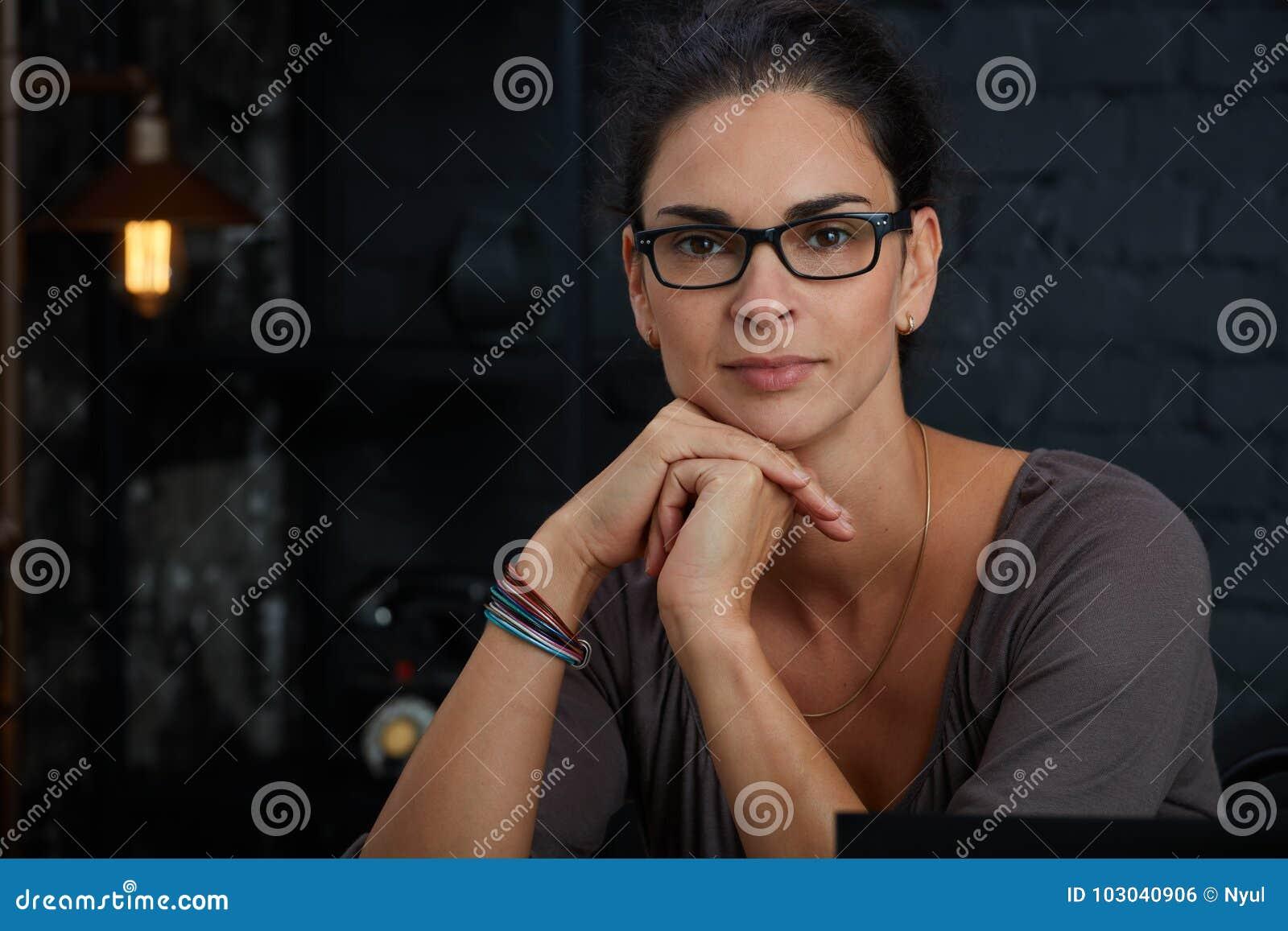 όμορφη ώριμη γυναίκα πορτρέτου