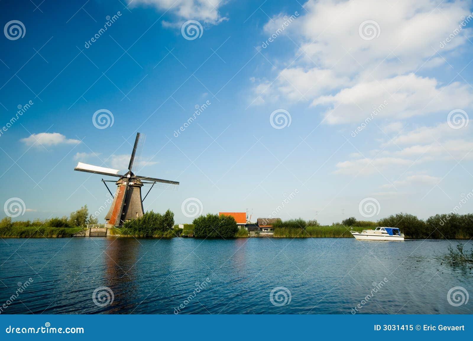 όμορφος ολλανδικός ανεμόμυλος εδαφών