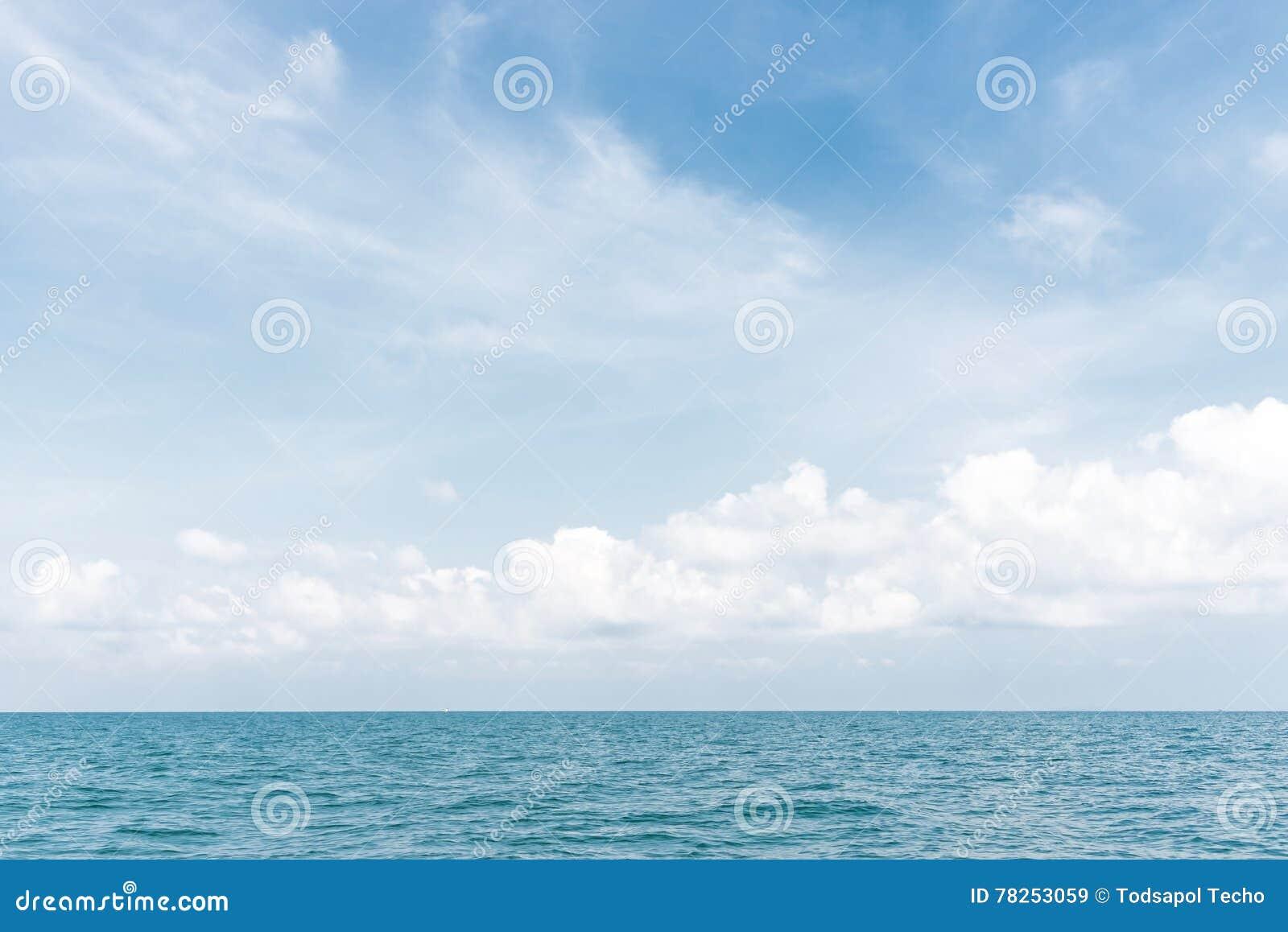 Όμορφος ουρανός και συμπαθητική θάλασσα