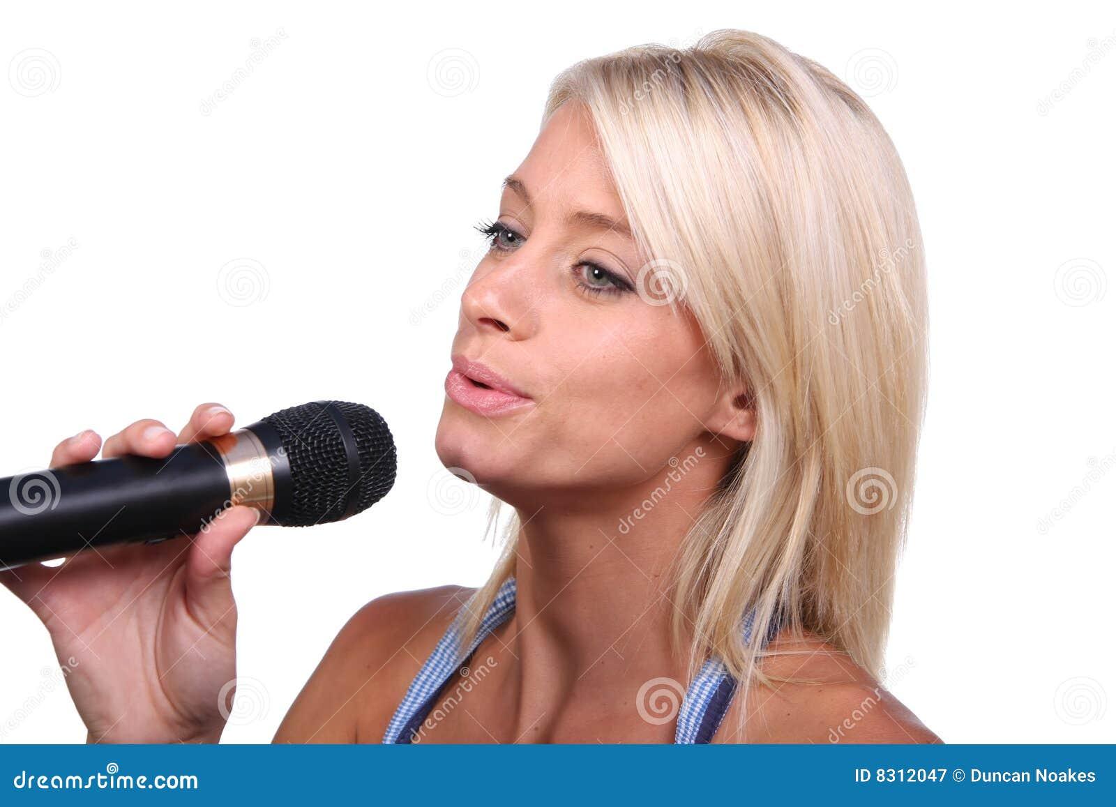 όμορφος τραγουδιστής
