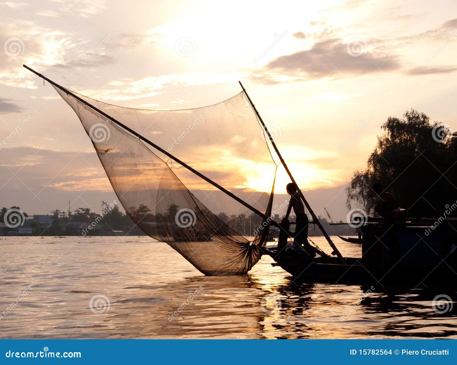 όμορφος dusk ψαράς Βιετνάμ