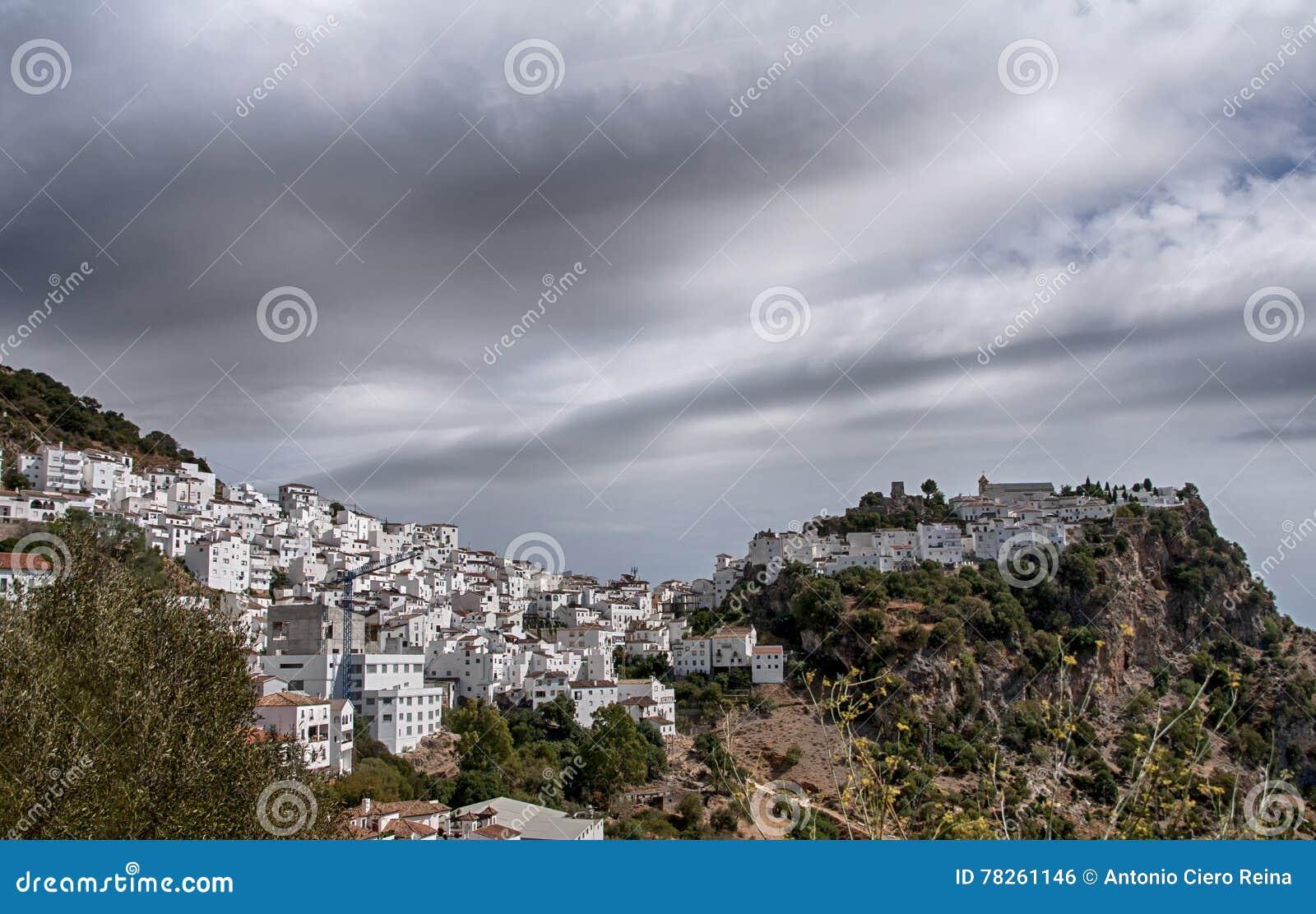 Όμορφο άσπρο ανδαλουσιακό χωριό στην επαρχία της Μάλαγας, Casares