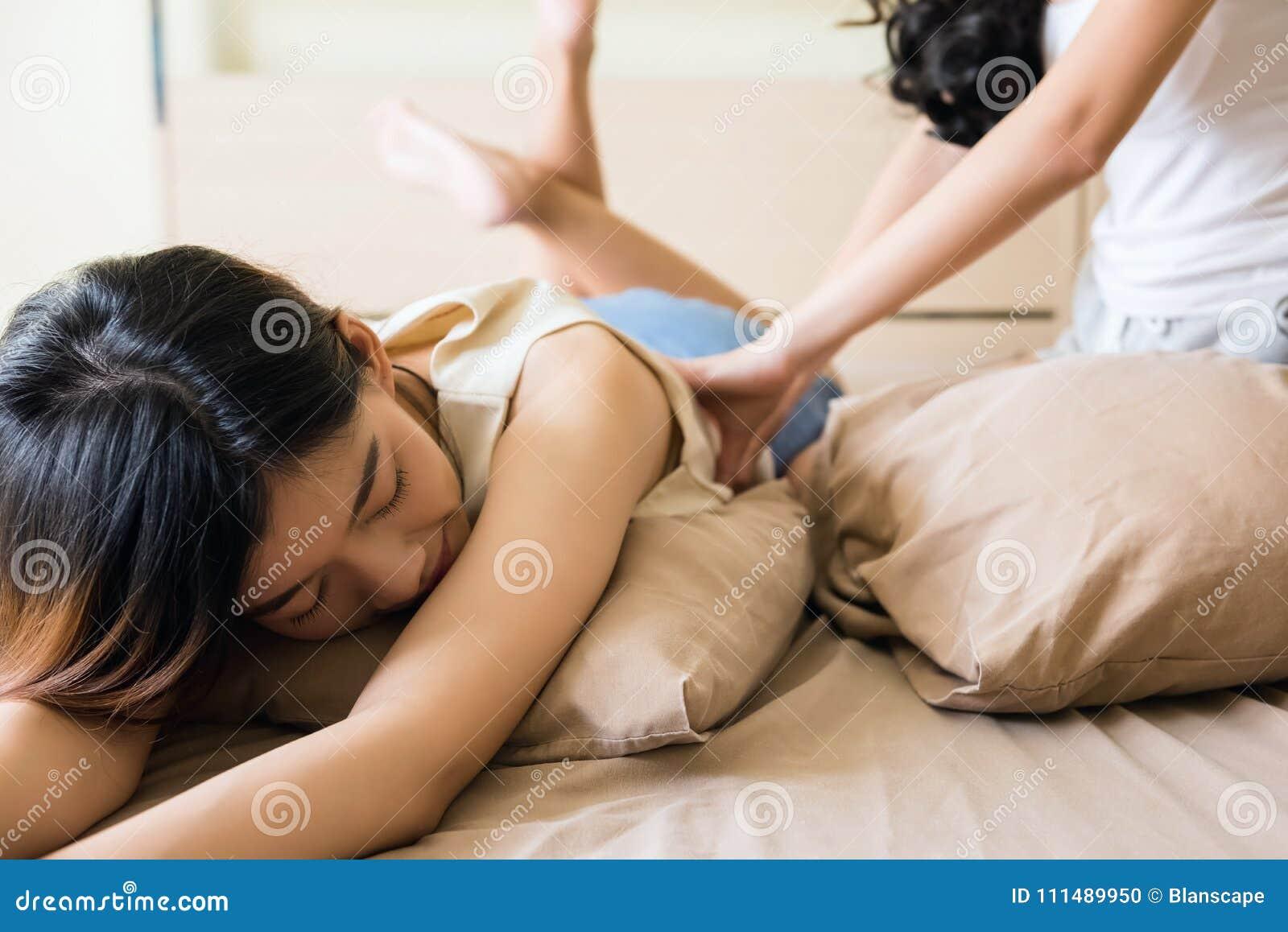 Προβολή Lesbian massage - Φυσικά βυζιά, Μασάζ, Μωράκι, Μπαλόνια, Λεσβία, Λαδωμένος-η μόνο σε el.