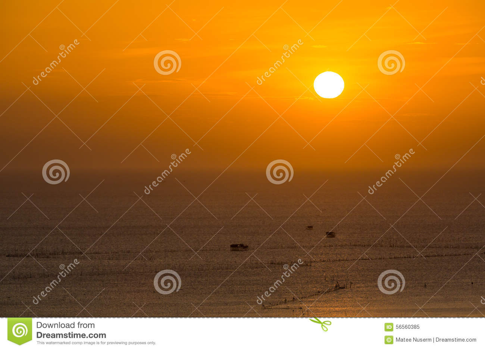 Download όμορφο ηλιοβασίλεμα ουρανού Στοκ Εικόνα - εικόνα από ουρανός, ωκεανός: 56560385