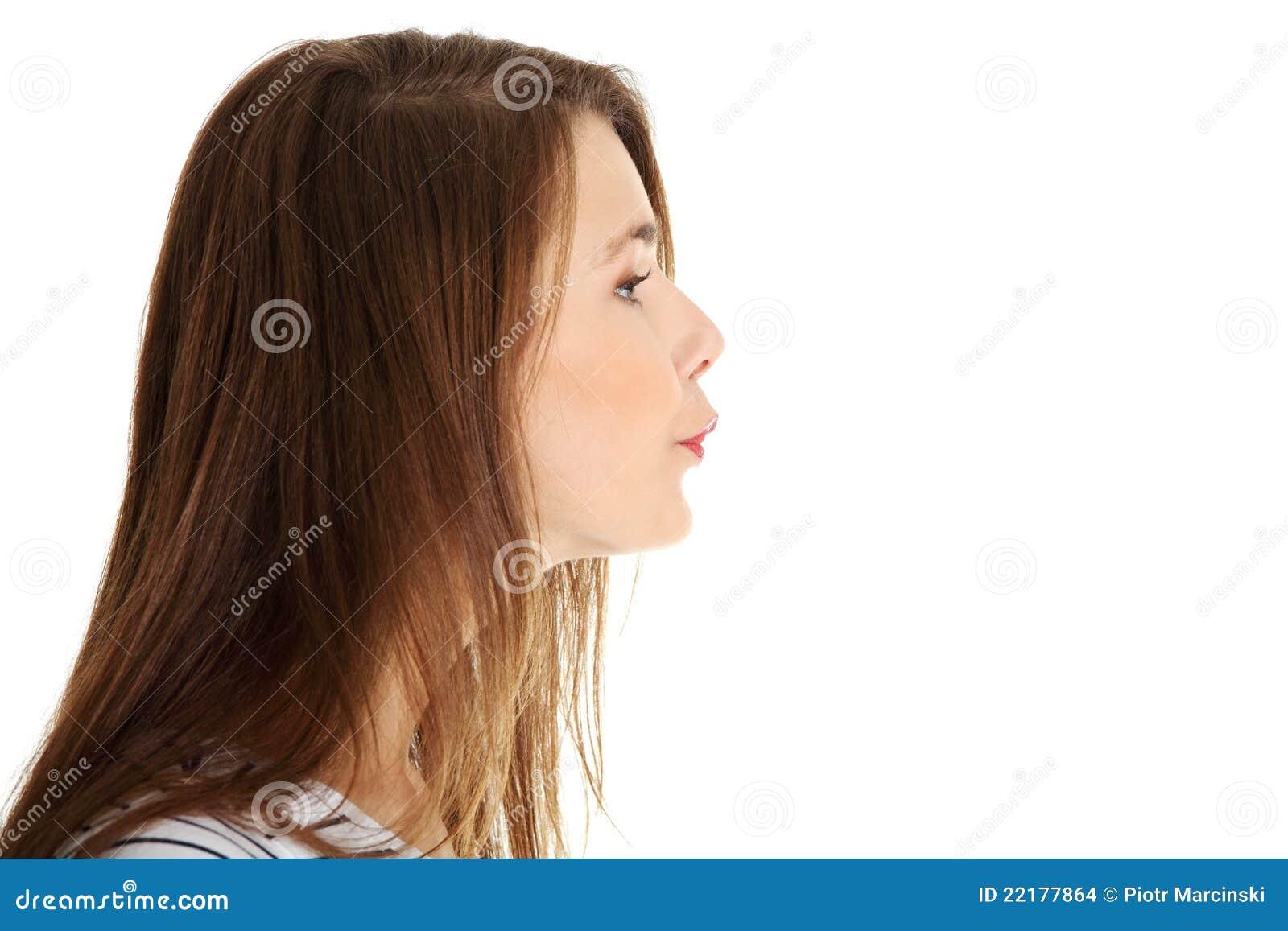 όμορφο θηλυκό φιλί που στέλνει τον έφηβο
