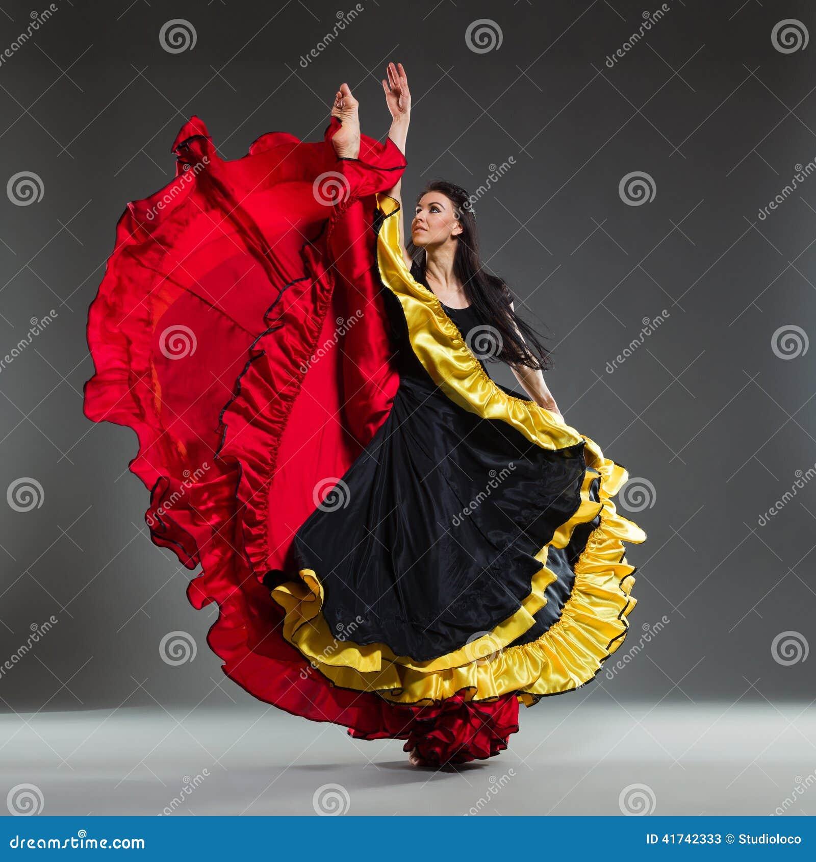 όμορφο θηλυκό χορευτών