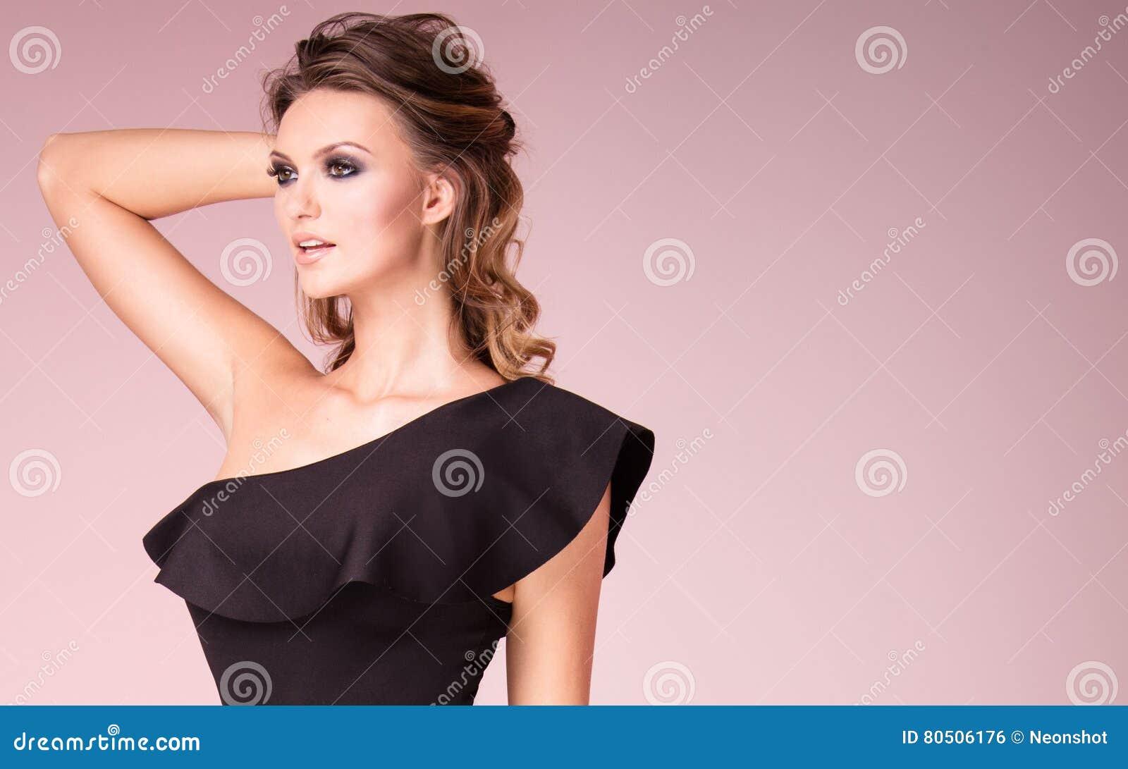 Όμορφο κορίτσι με τη γοητεία makeup
