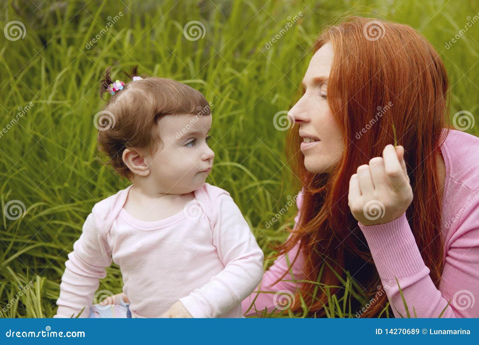 όμορφο κορίτσι μωρών λίγη μη&t