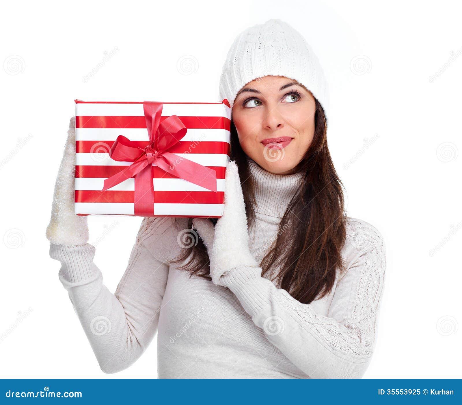 Όμορφο κορίτσι Χριστουγέννων με ένα δώρο.