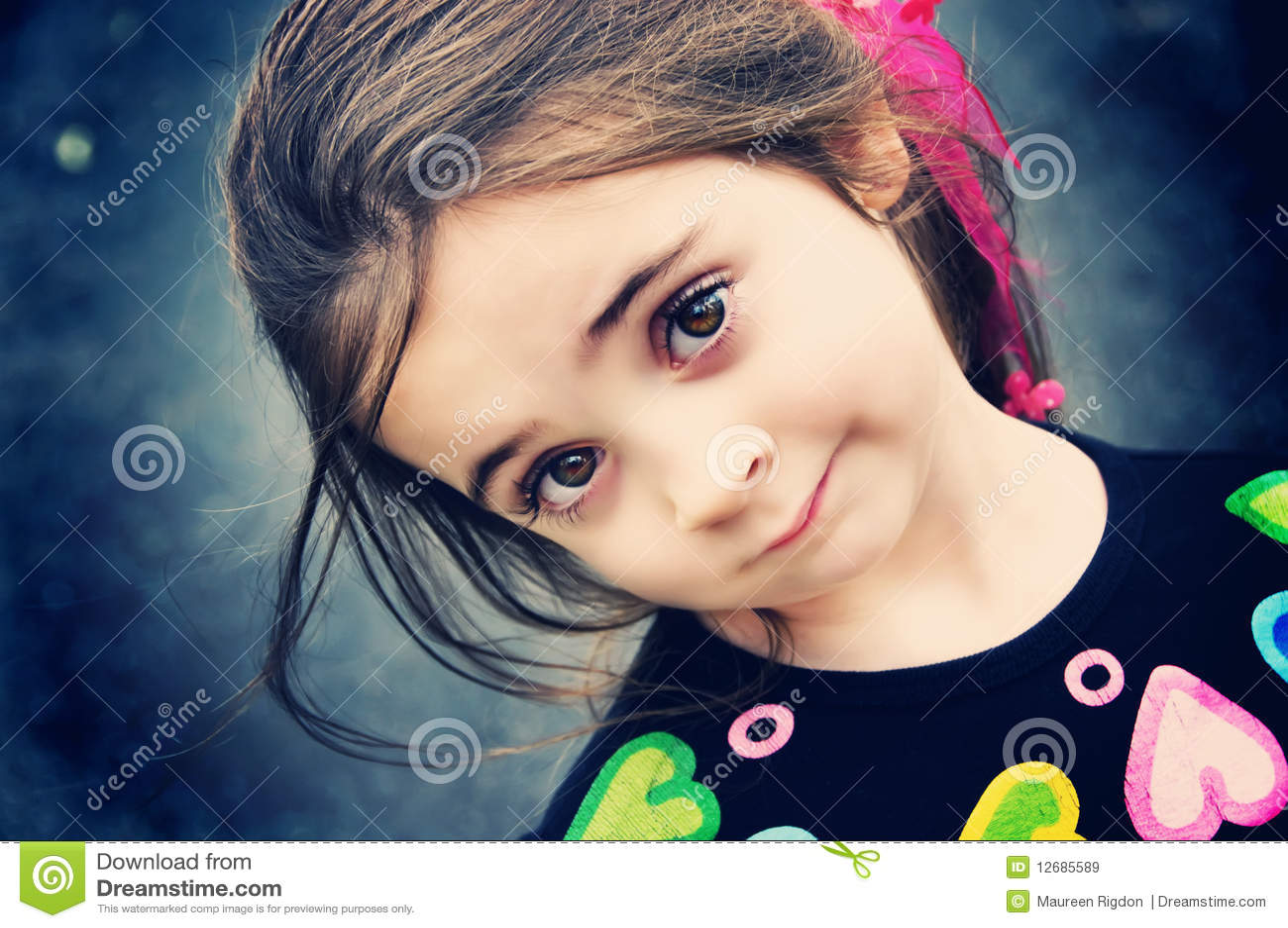 όμορφο κορίτσι brunette