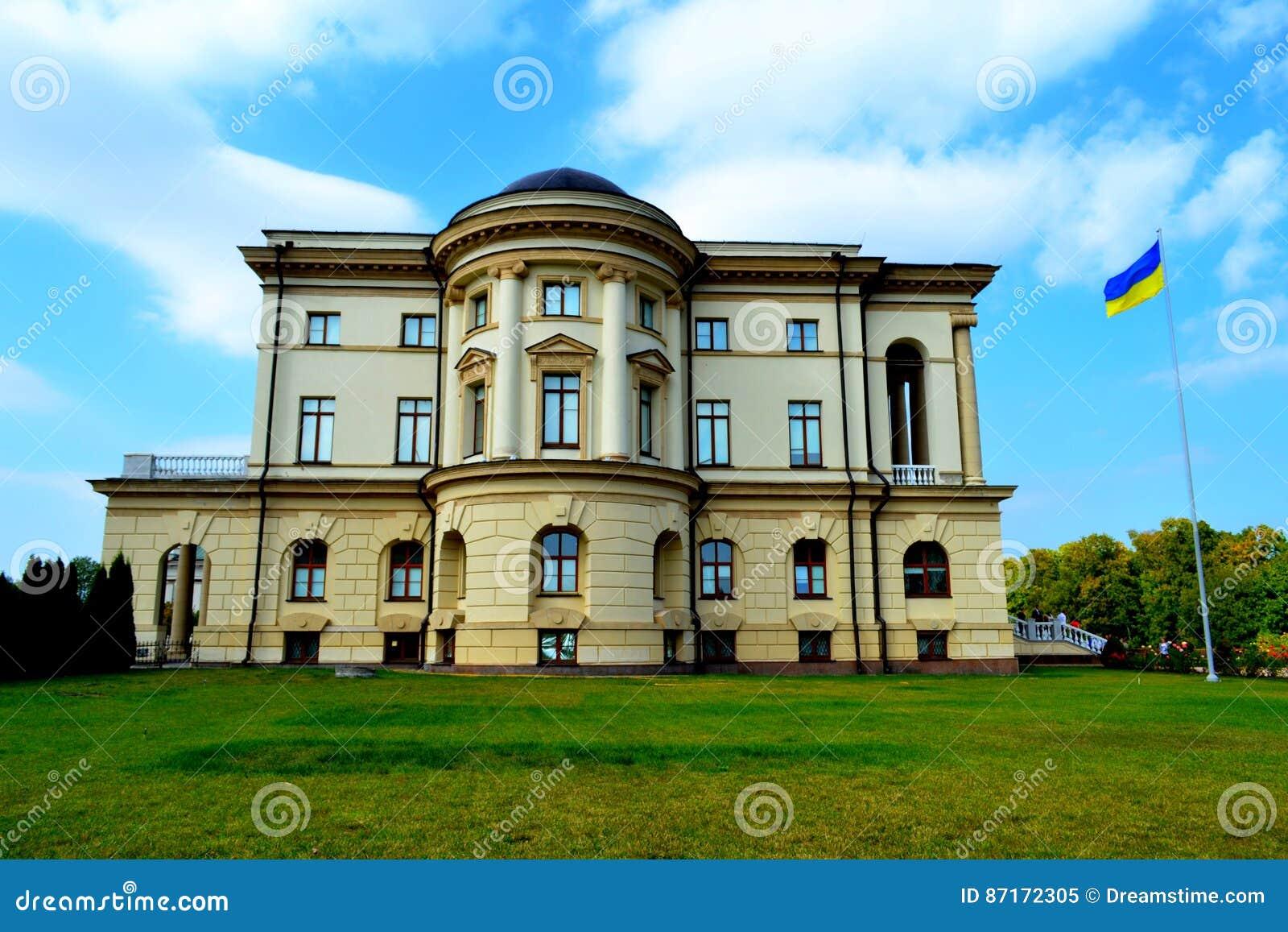 όμορφο κτήριο Ουκρανική πόλη Baturin