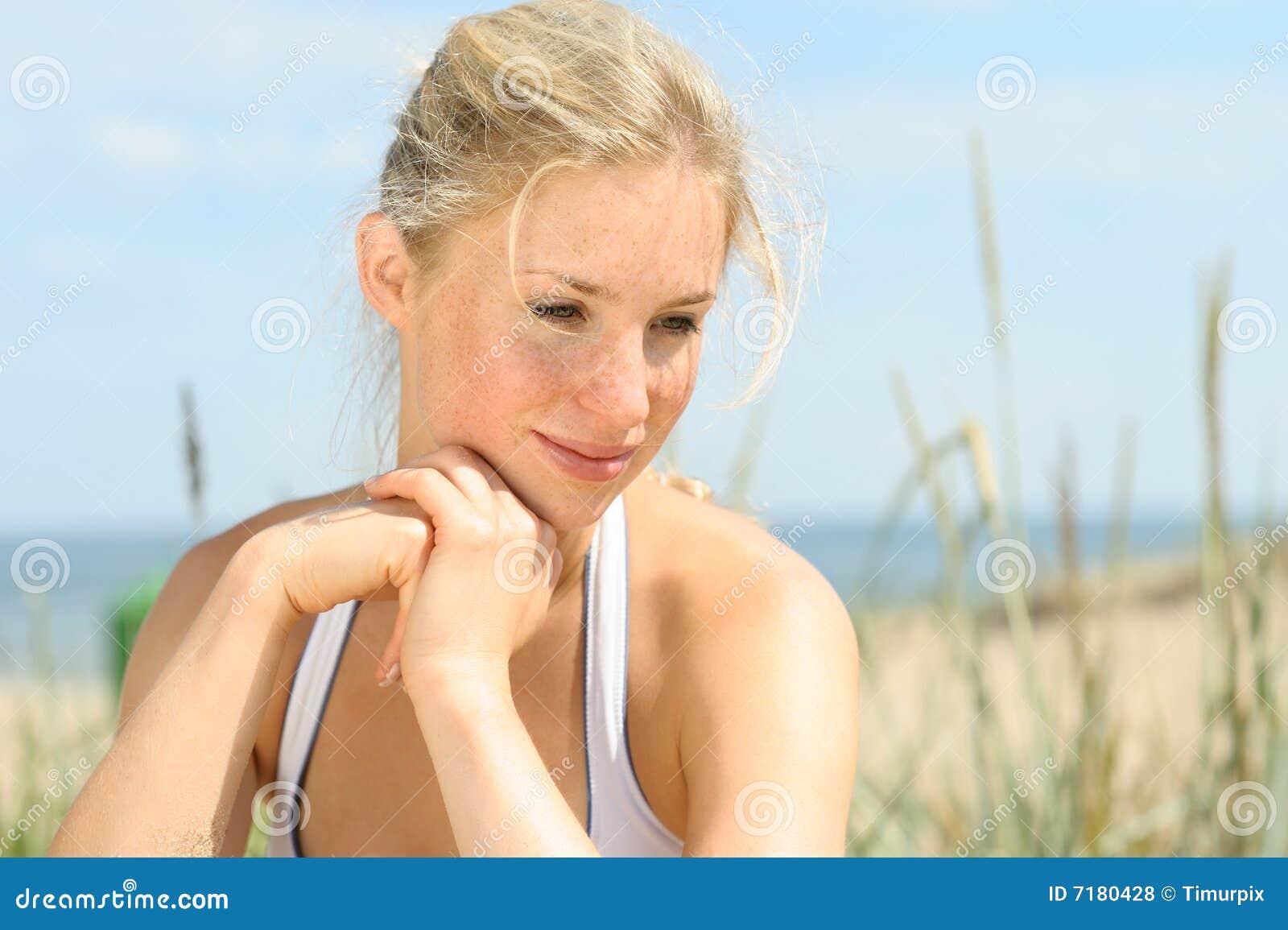 όμορφο ξανθό θηλυκό