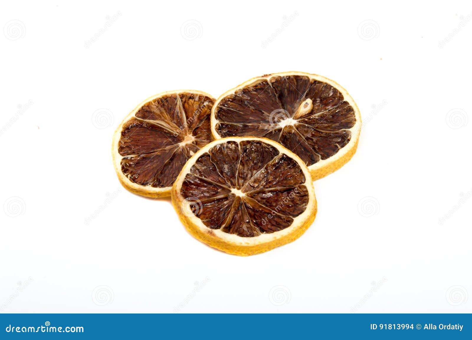 Όμορφο ξηρό λεμόνι που απομονώνεται
