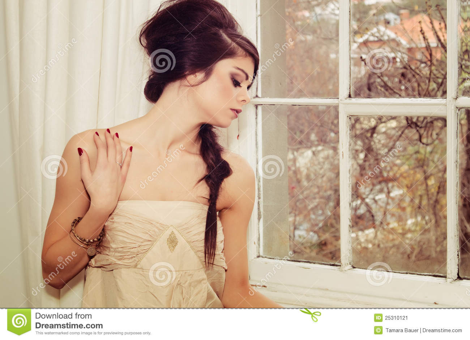 όμορφο παράθυρο κοριτσιών