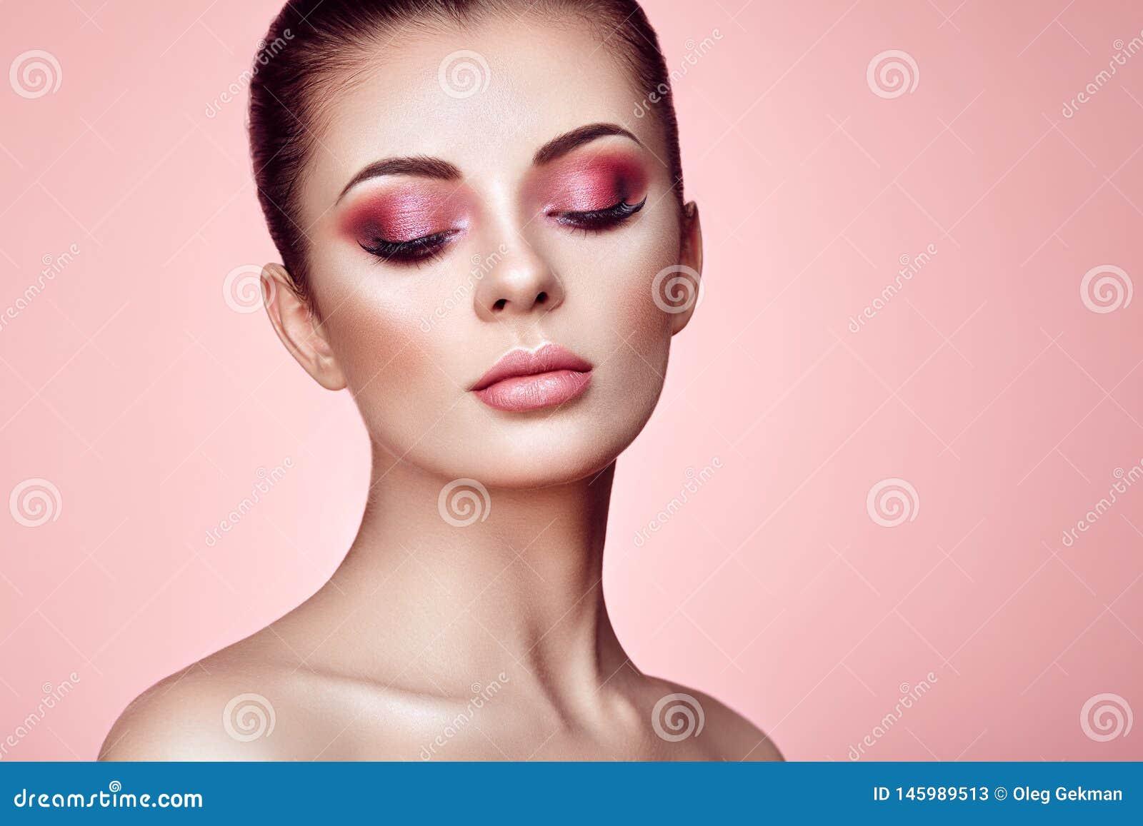 Όμορφο πρόσωπο γυναικών