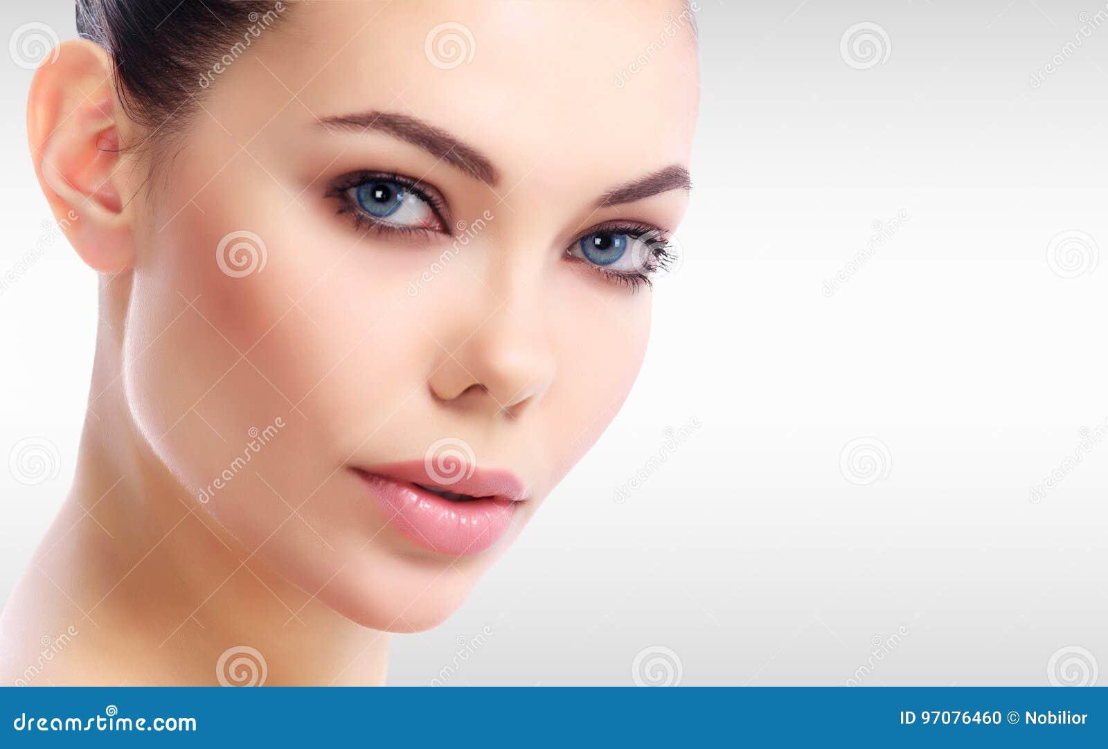 Όμορφο πρόσωπο γυναικών ` s