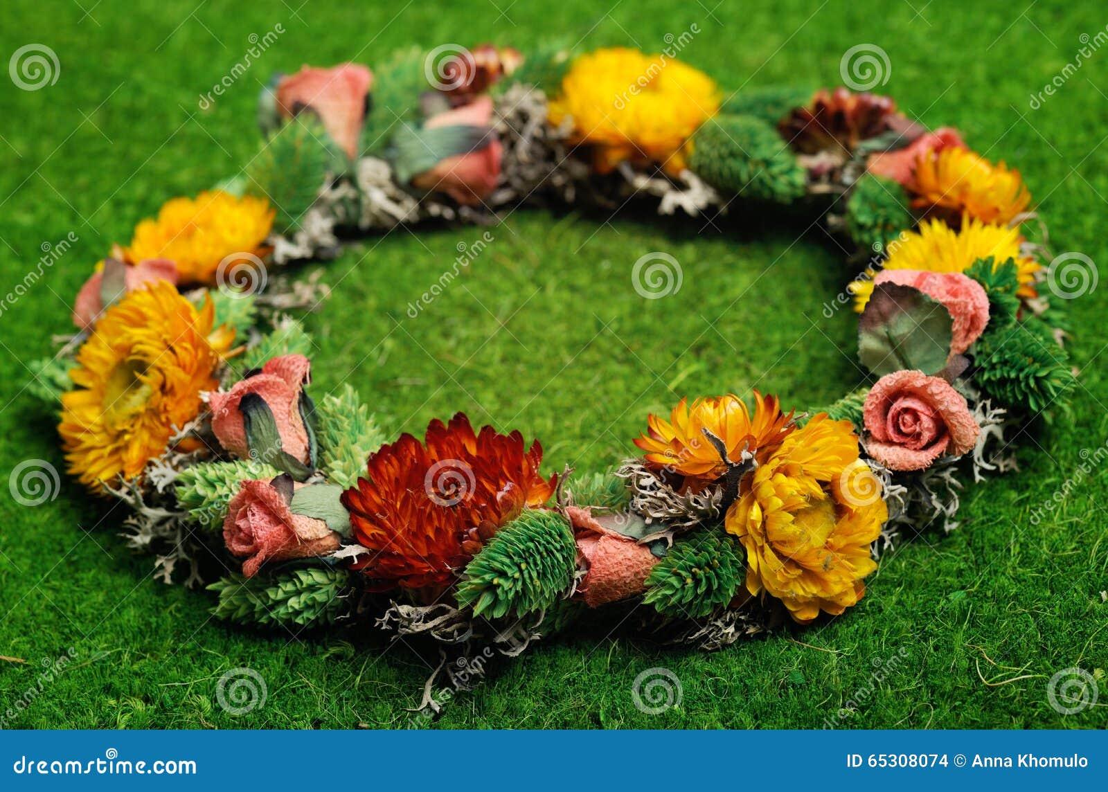 Όμορφο Floral στεφάνι