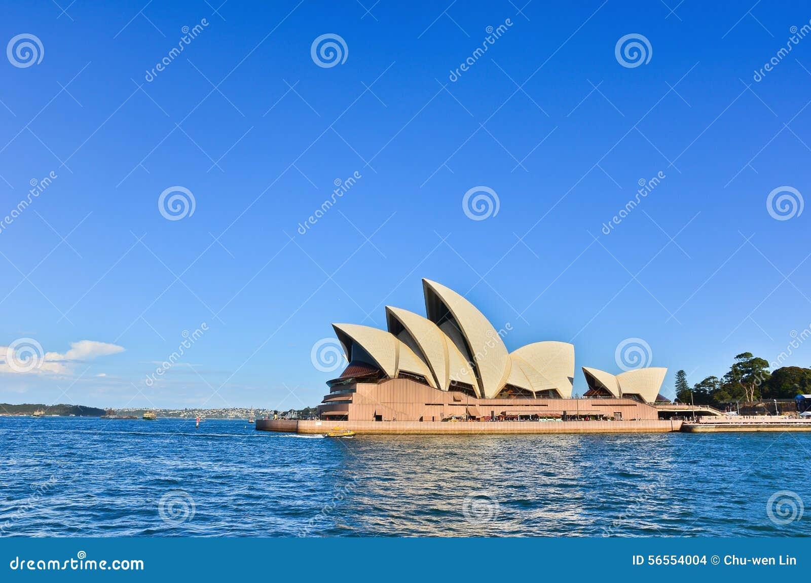 Download Όπερα του Σίδνεϊ εκδοτική στοκ εικόνα. εικόνα από ηλιόλουστος - 56554004