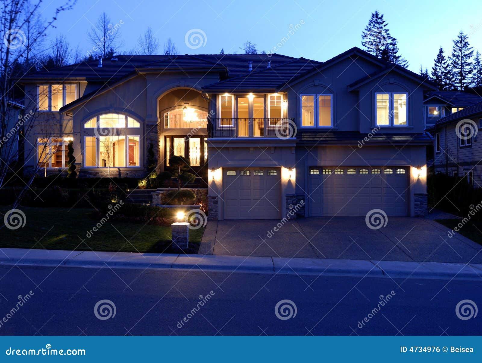 όψη νύχτας σπιτιών