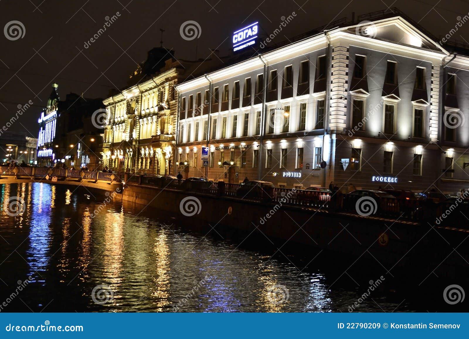 Όψη νύχτας του αναχώματος του καναλιού Griboyedov