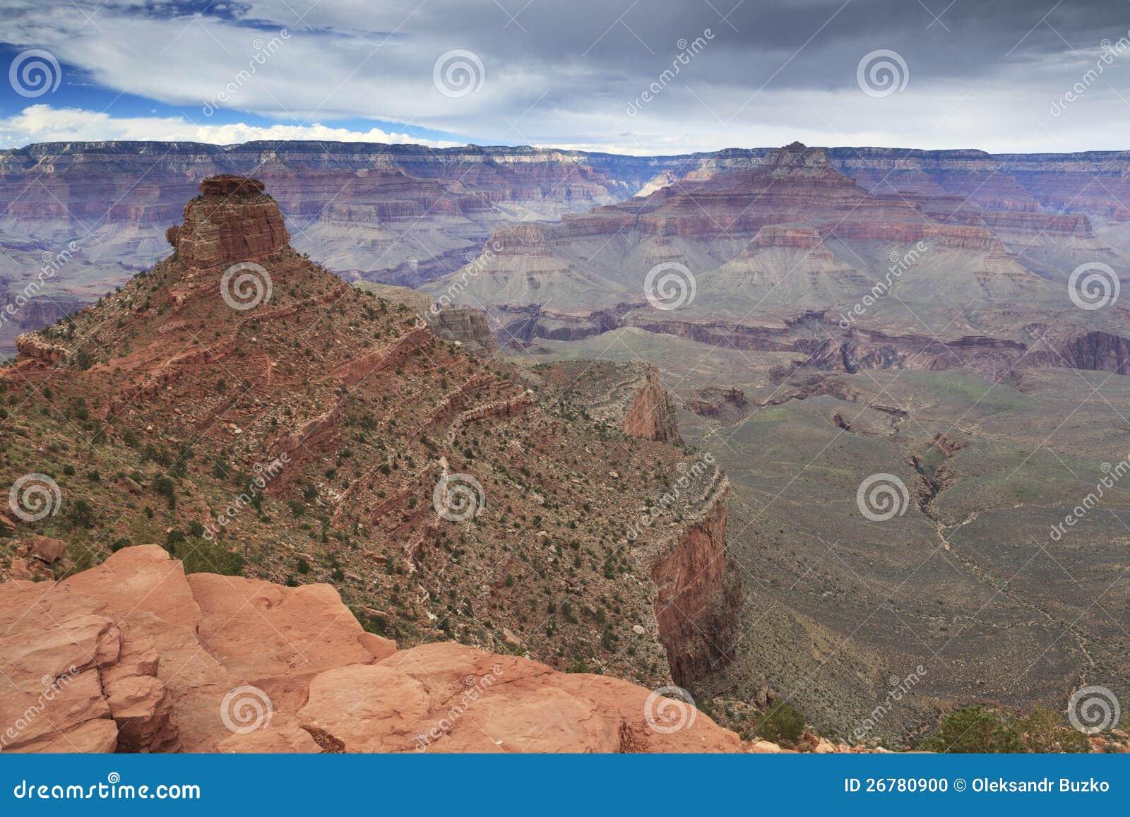 Όψη του μεγάλου φαραγγιού από την κορυφογραμμή κέδρων