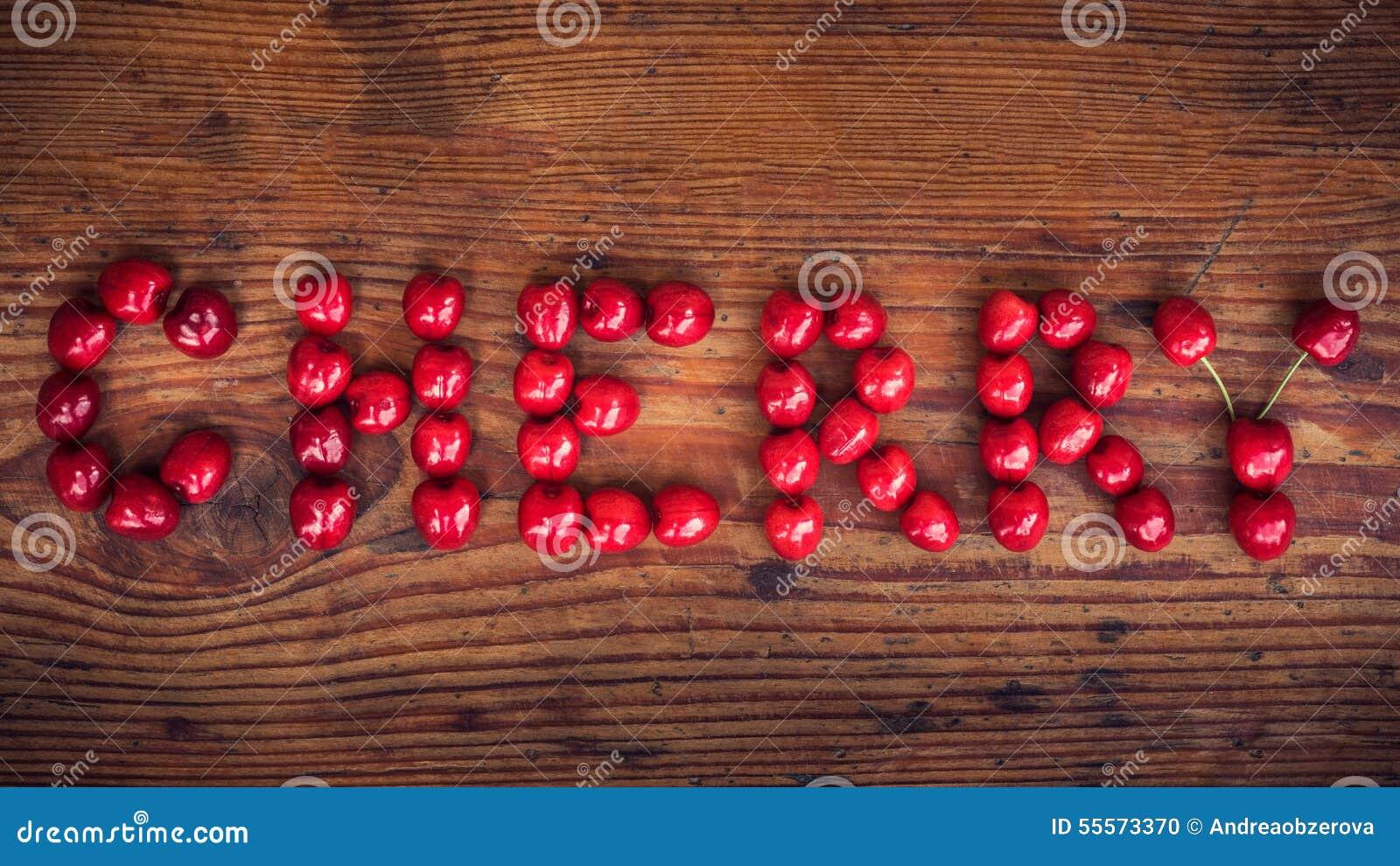 Ώριμα οργανικά homegrown κεράσια, κείμενο κερασιών