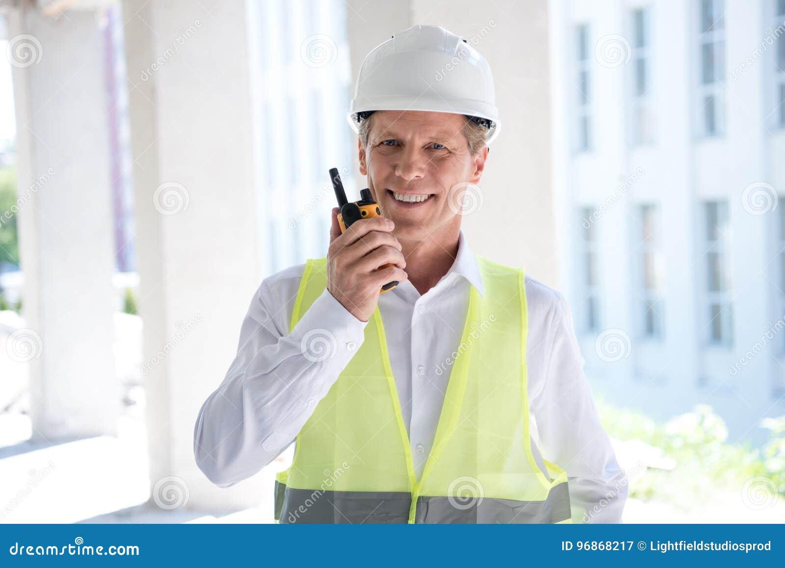 Ώριμος κατασκευαστής στον επαγγελματικό εξοπλισμό που μιλά walkie-talkie