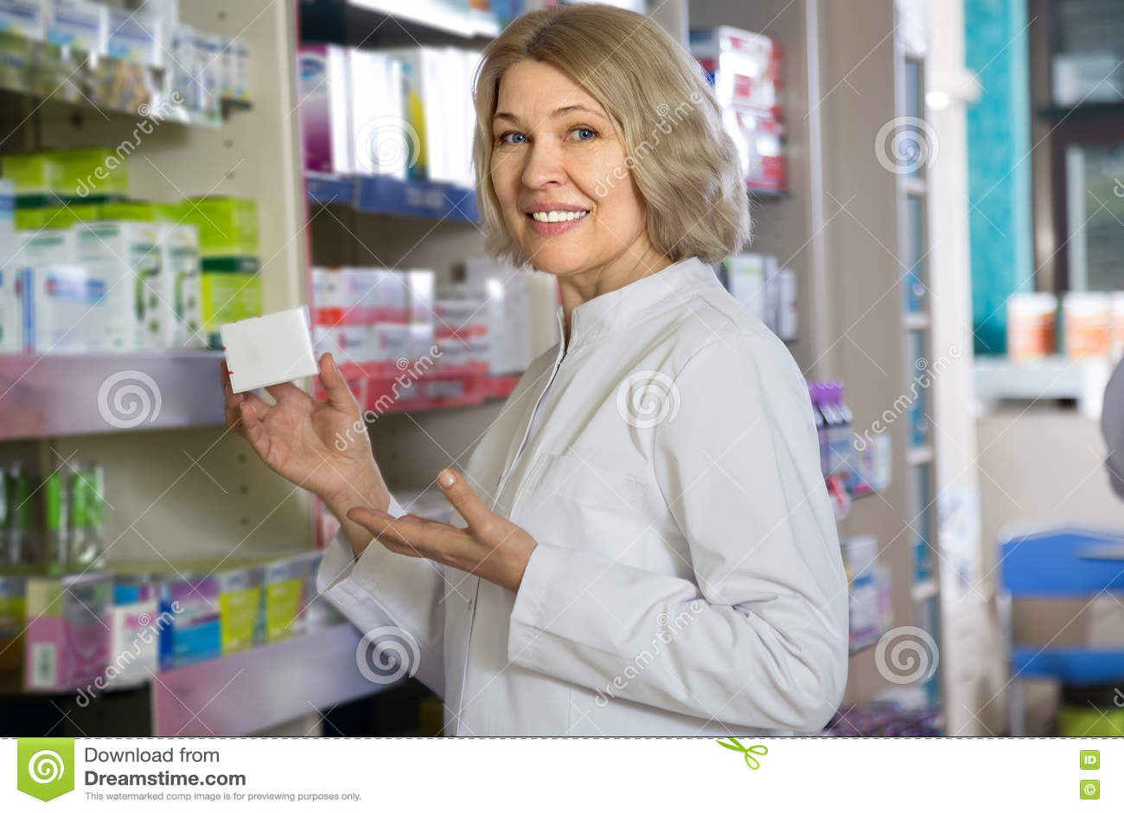 Ώριμος φαρμακοποιός γυναικών