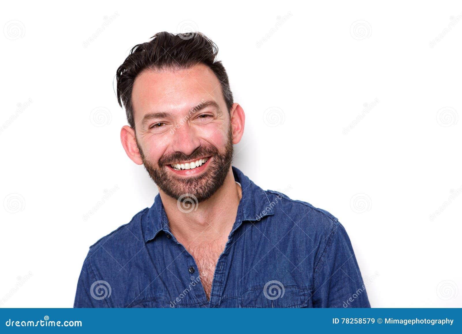 Ώριμο άτομο με τη γενειάδα που χαμογελά με βεβαιότητα