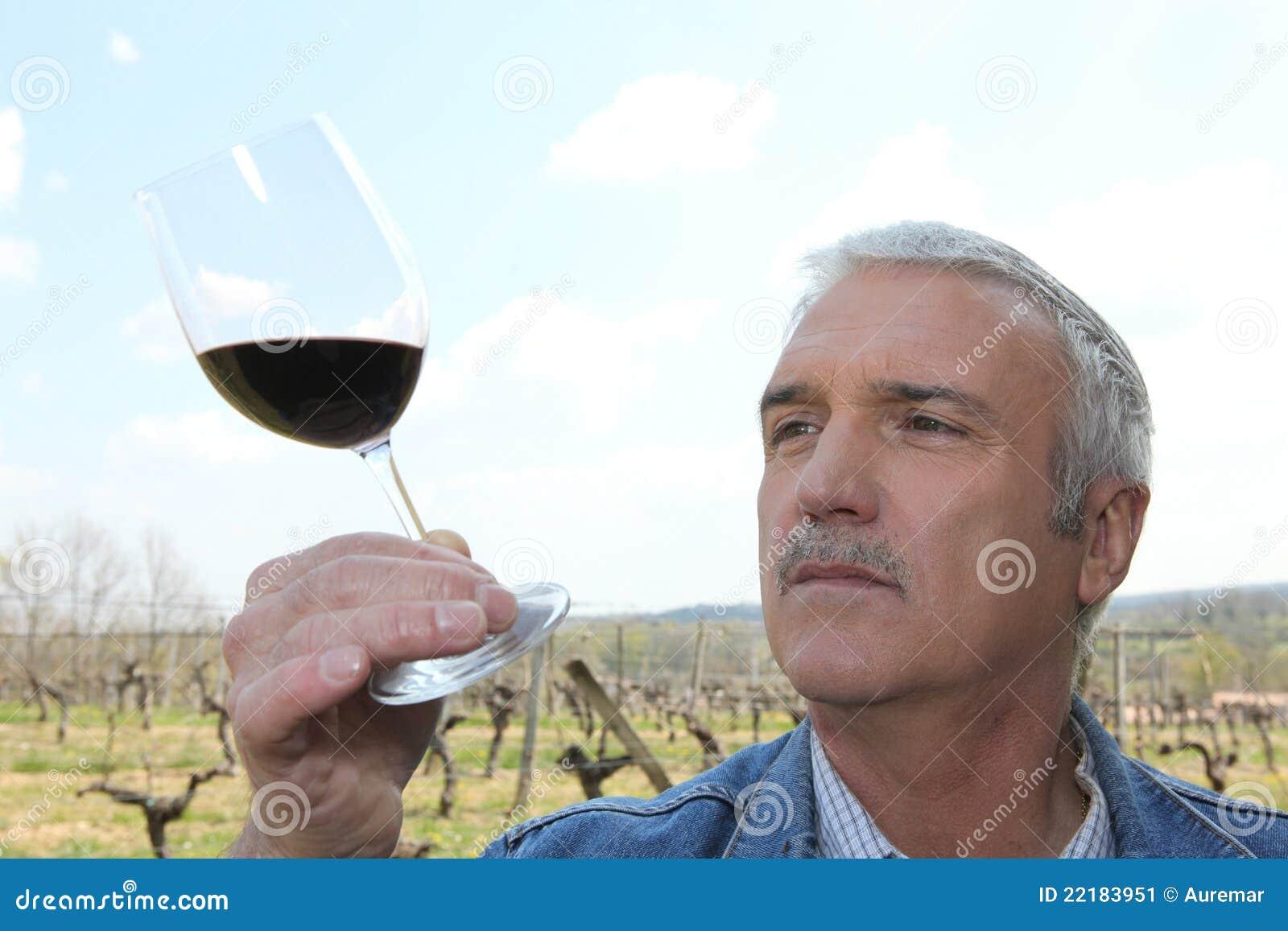 ώριμο κρασί παραγωγών