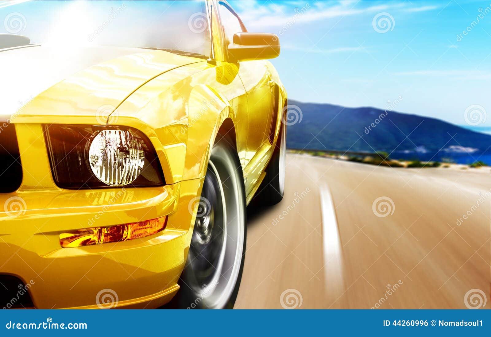 Желтая машина фото 3