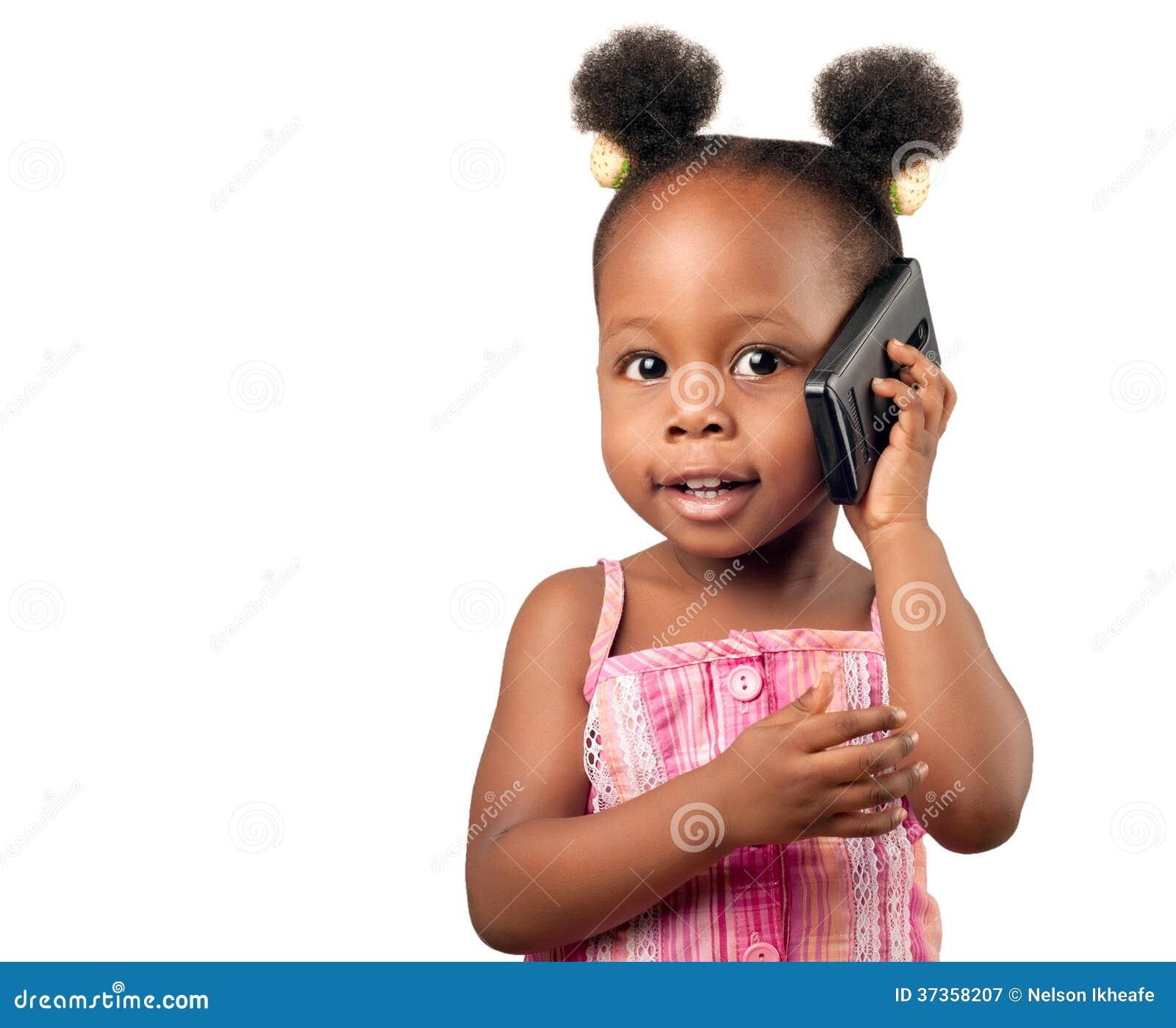 小非裔美国人的女孩谈话与