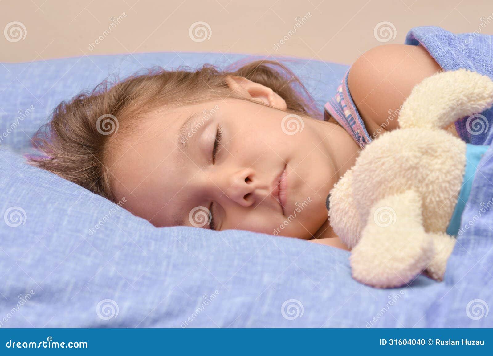 小女孩睡觉 库存照片