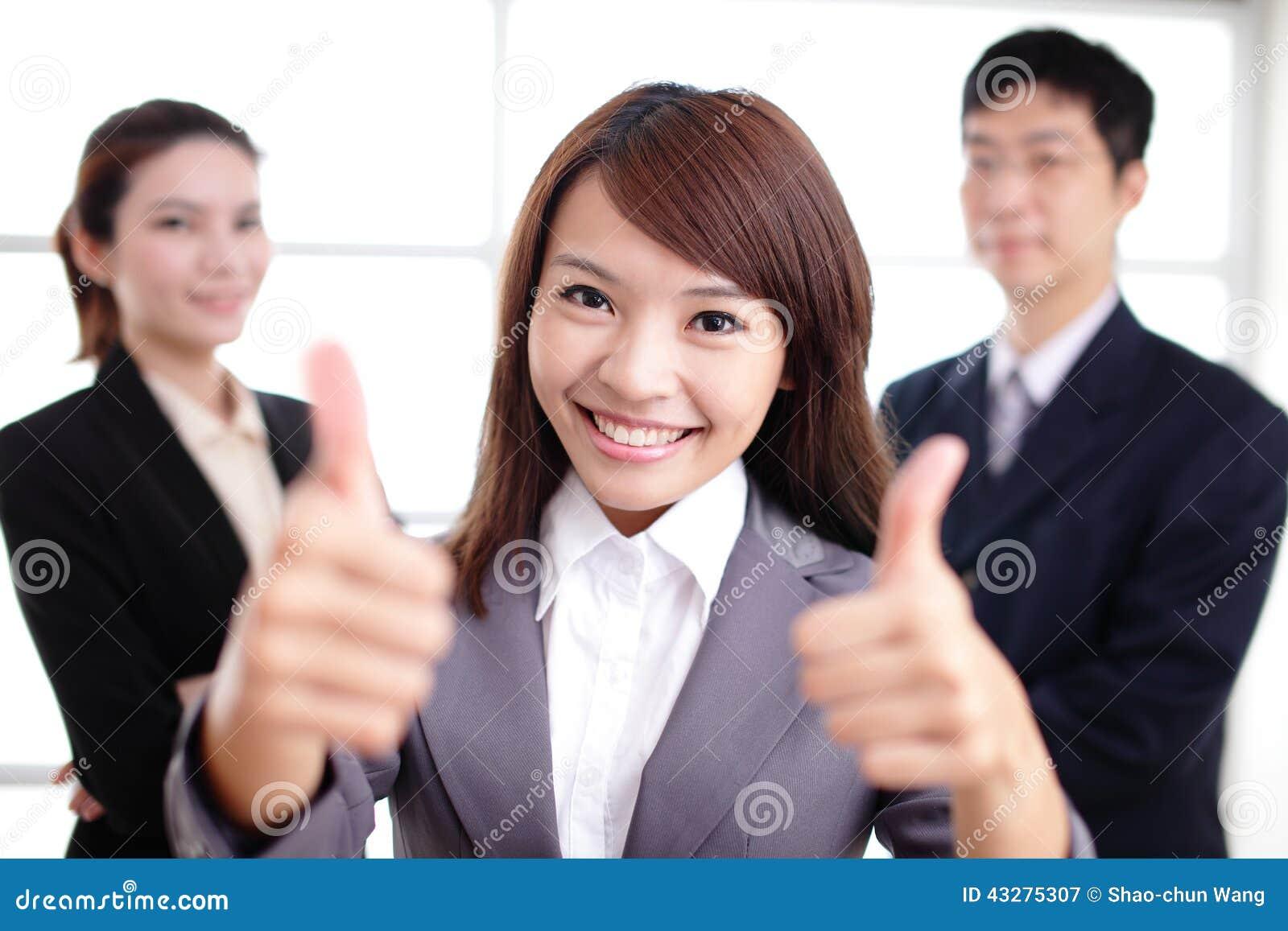 小组成功商人在办公室合作