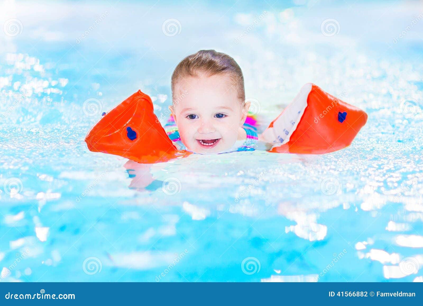 儿童简单游泳图画